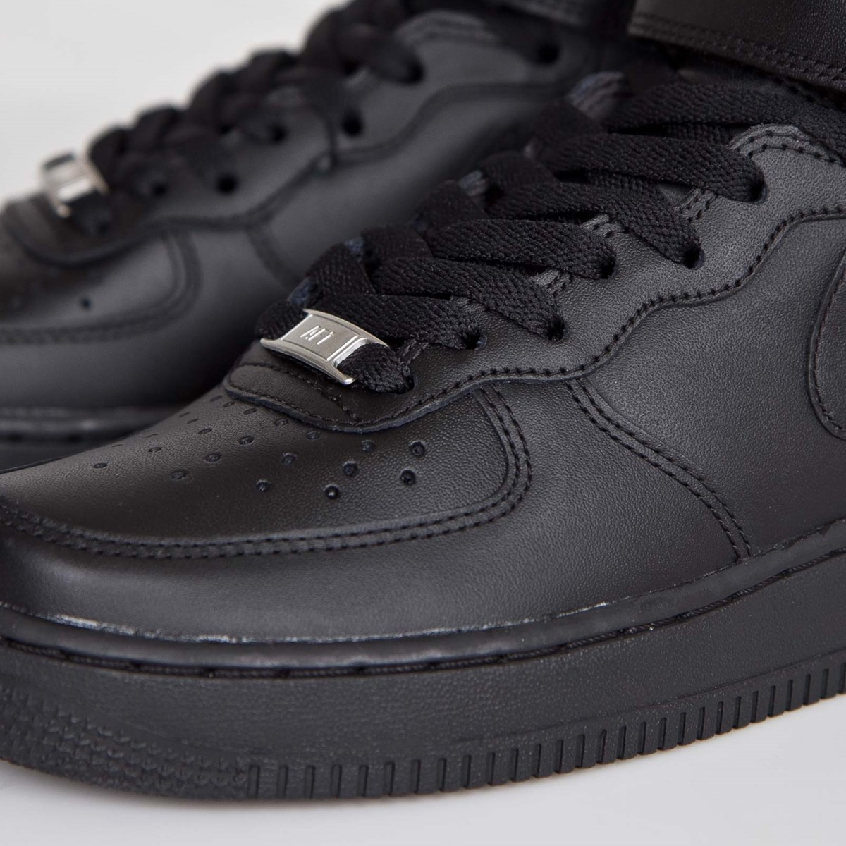 competitive price 8cedf 25d82 Nike Wmns Air Force 1 Mid 07 LE - 366731-001 - Sneakersnstuff   sneakers   streetwear  online since 1999