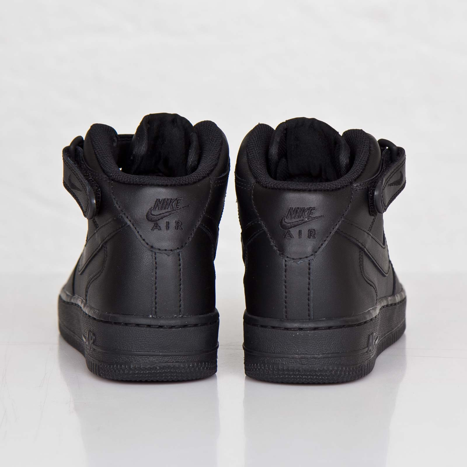competitive price ed7be 8be90 Nike Wmns Air Force 1 Mid 07 LE - 366731-001 - Sneakersnstuff   sneakers   streetwear  online since 1999