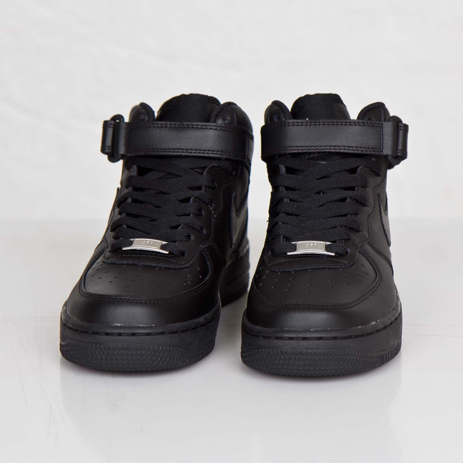 sports shoes 560fa 10575 Nike Wmns Air Force 1 Mid 07 LE - 366731-001 - Sneakersnstuff   sneakers    streetwear online since 1999