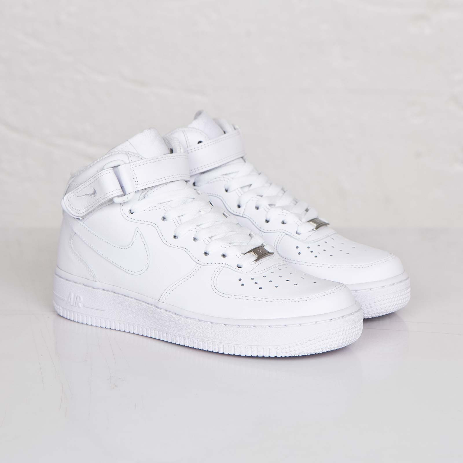 Nike Wmns Air Force 1 Mid 07 LE - 366731-100 - Sneakersnstuff ... 47c64aa868
