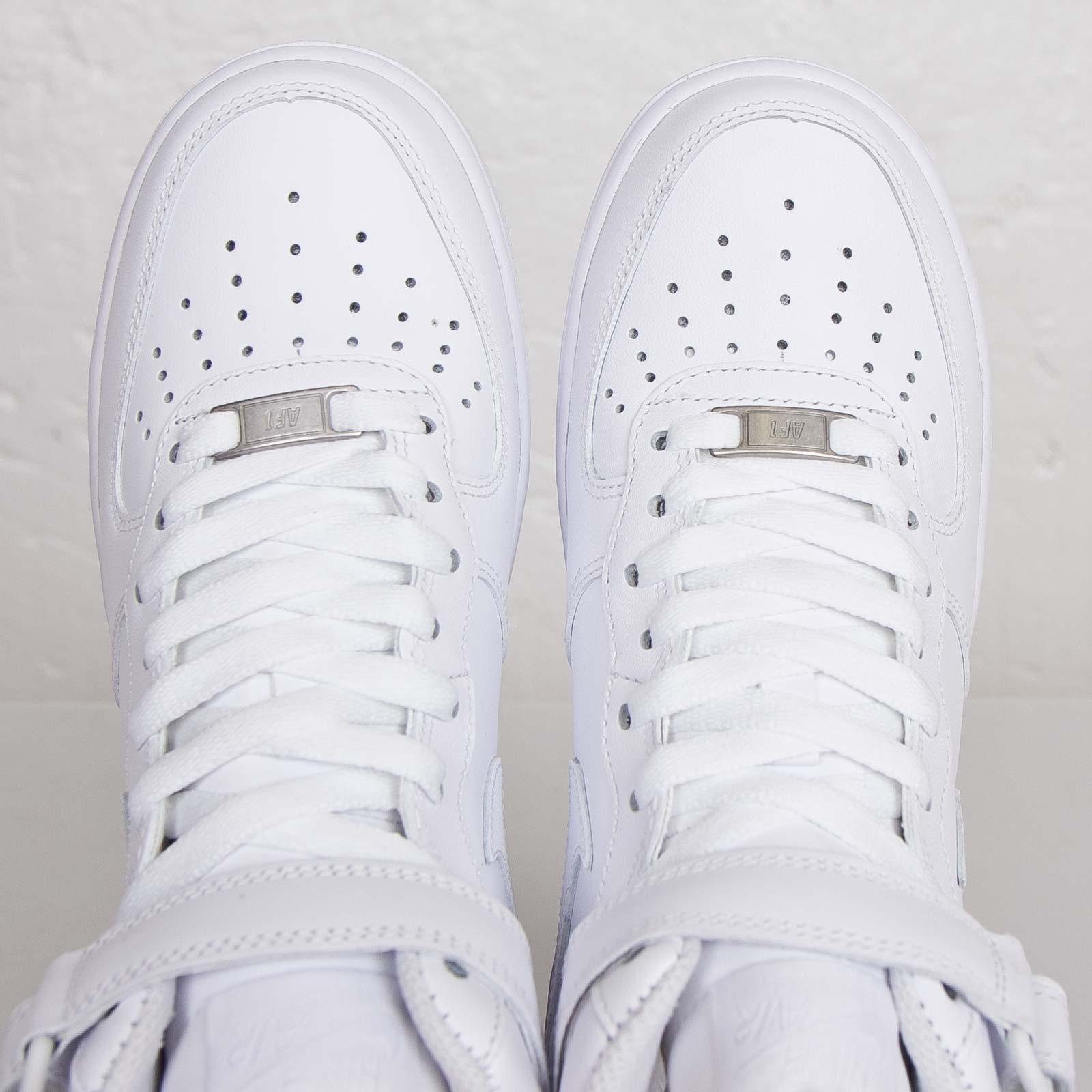 pretty nice 25b69 a7ec6 Nike Wmns Air Force 1 Mid 07 LE - 366731-100 - Sneakersnstuff   sneakers    streetwear online since 1999