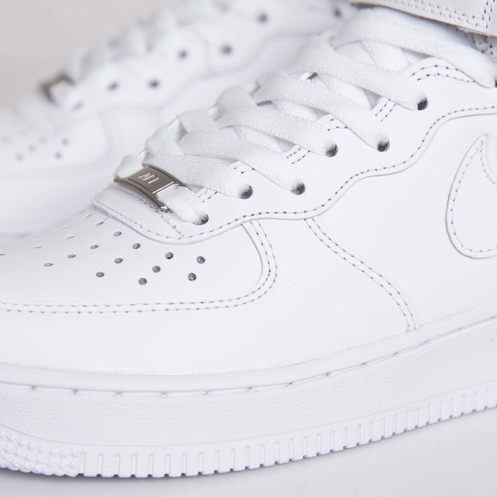 pretty nice ac87c 82851 Nike Wmns Air Force 1 Mid 07 LE - 366731-100 - Sneakersnstuff   sneakers    streetwear online since 1999
