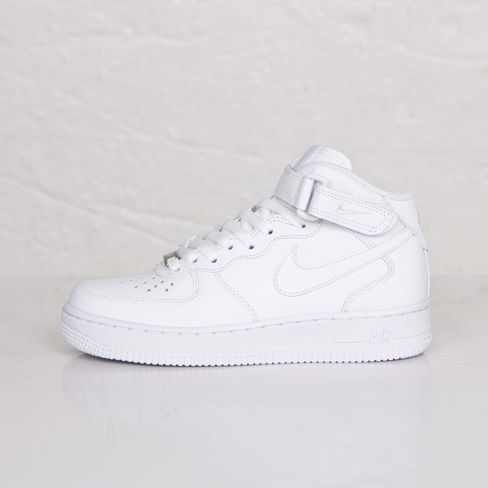Nike Wmns Air Force 1 Mid 07 LE - 366731-100 - Sneakersnstuff ... cef030dd6