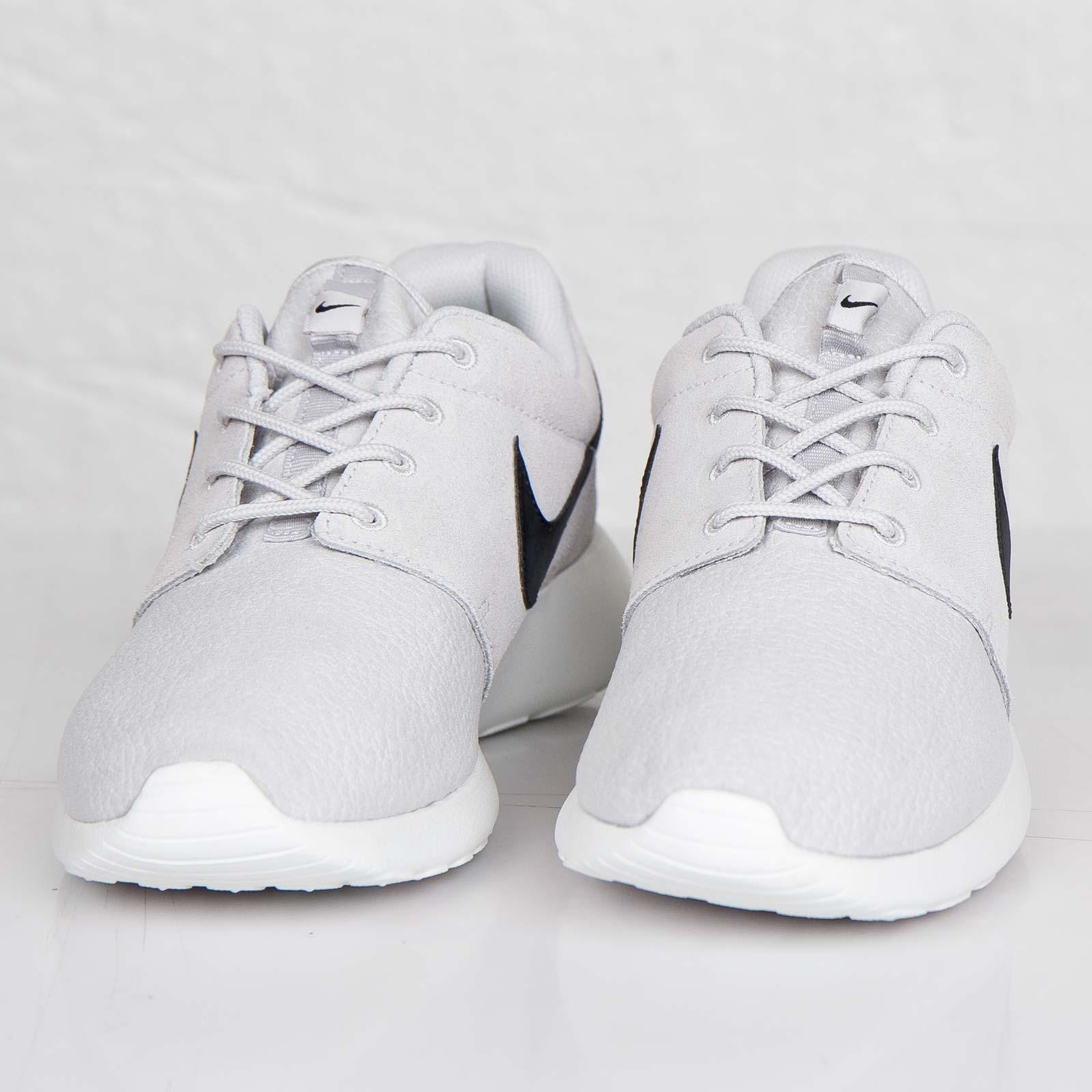 cheap for discount 3e1b9 24029 Nike Roshe Run Suede - 685280-017 - Sneakersnstuff   sneakers   streetwear  online since 1999