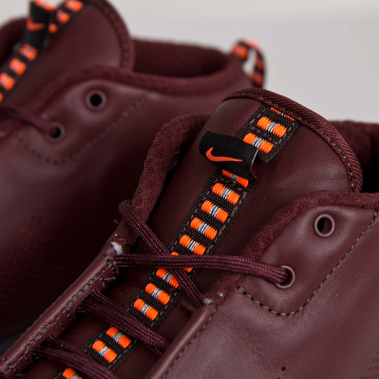 0340309120b1 Nike Roshe Run NM Sneakerboot Premium - 684704-200 - Sneakersnstuff ...