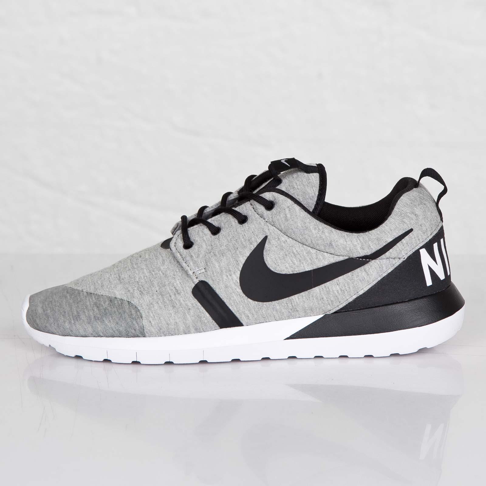 841589896ef17 Nike Rosherun NM W SP - 652804-019 - Sneakersnstuff