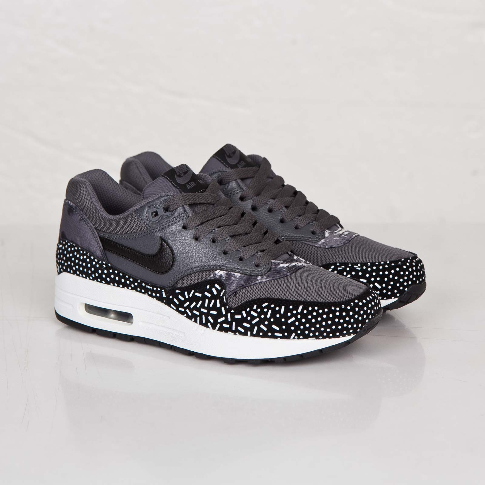 Nike Wmns Air Max 1 Print Dark Grey 528898 001 in 2020
