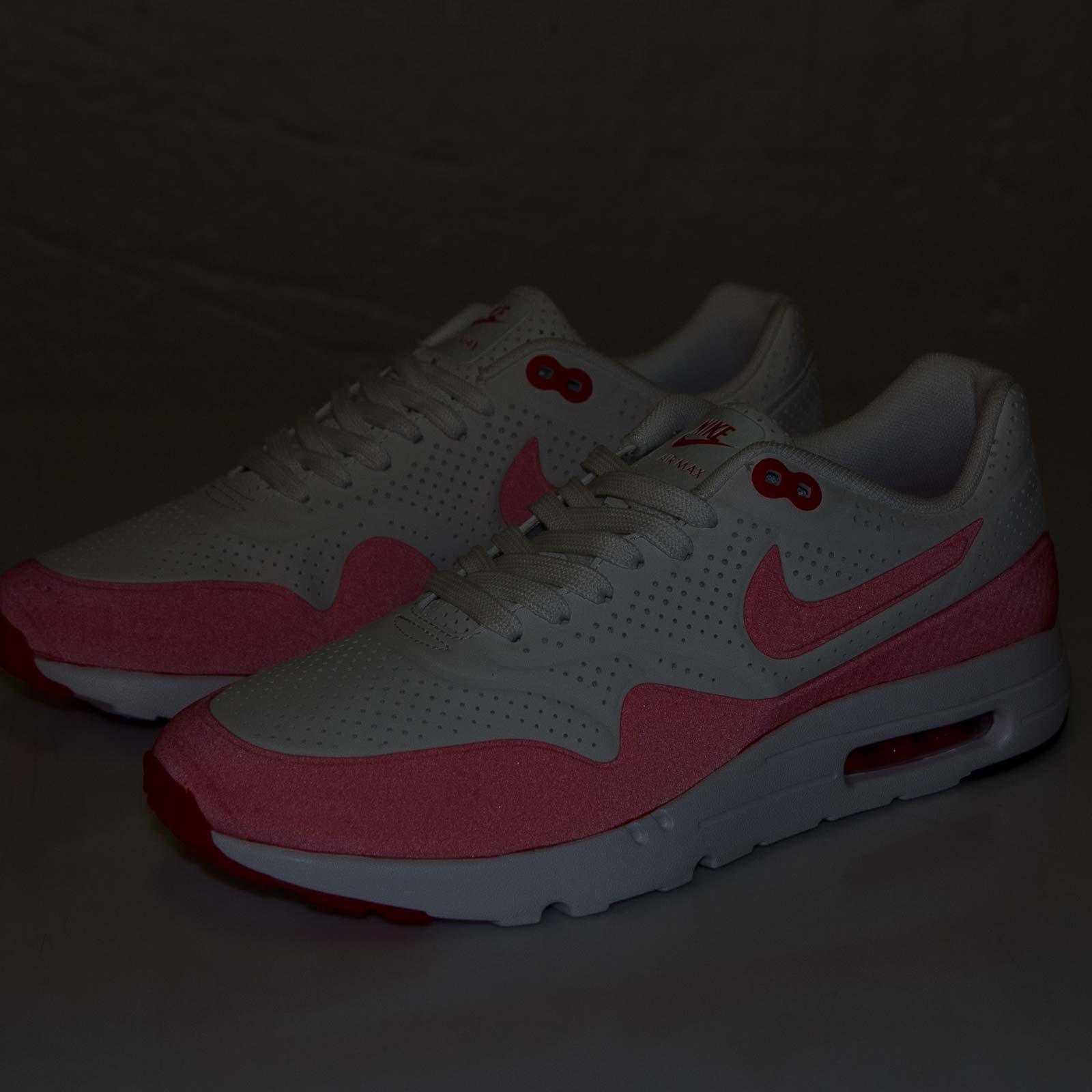 b20247bbe7 Nike Air Max 1 Ultra Moire - 705297-106 - Sneakersnstuff | sneakers ...