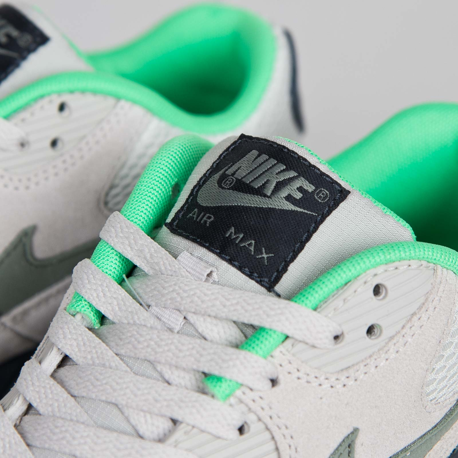 hot sale online 0bfd8 e790b Nike Air Max 90 Essential - 537384-043 - Sneakersnstuff   sneakers    streetwear online since 1999