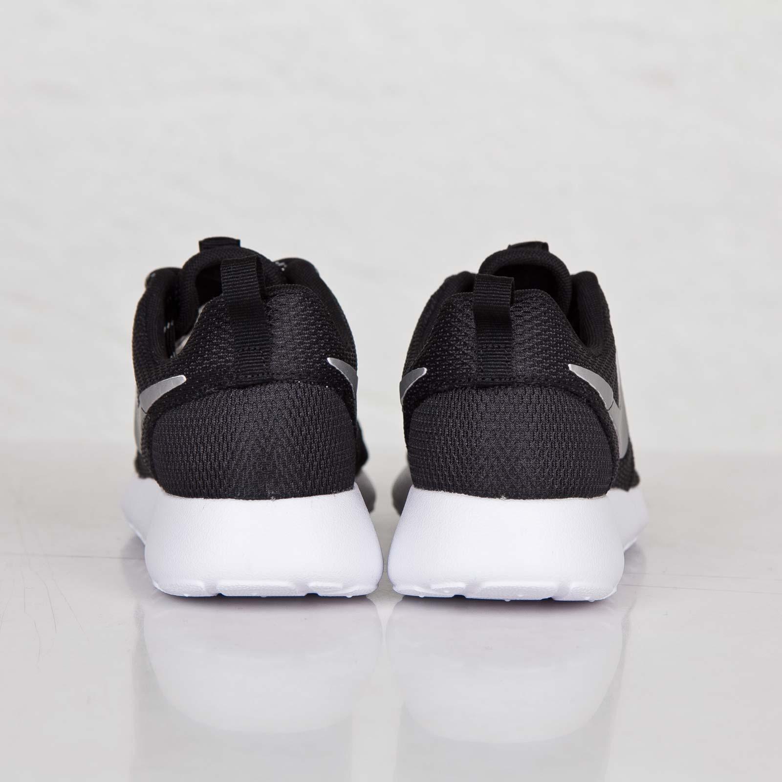 los angeles 7af83 fa984 Nike Wmns Roshe Run - 511882-094 - Sneakersnstuff   sneakers   streetwear  online since 1999