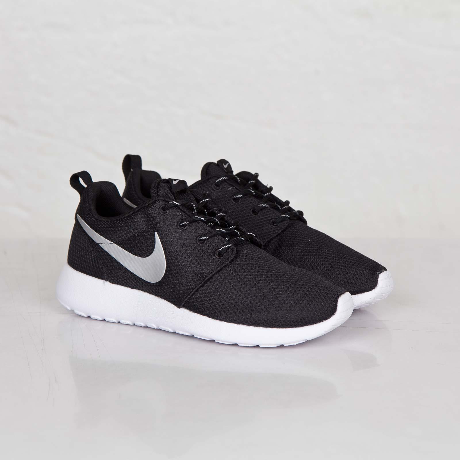 5381ce479606 Nike Wmns Roshe Run - 511882-094 - Sneakersnstuff