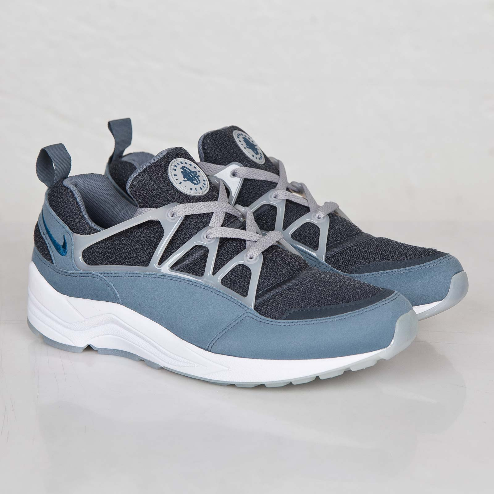 competitive price e98a3 406df Nike Air Huarache Light