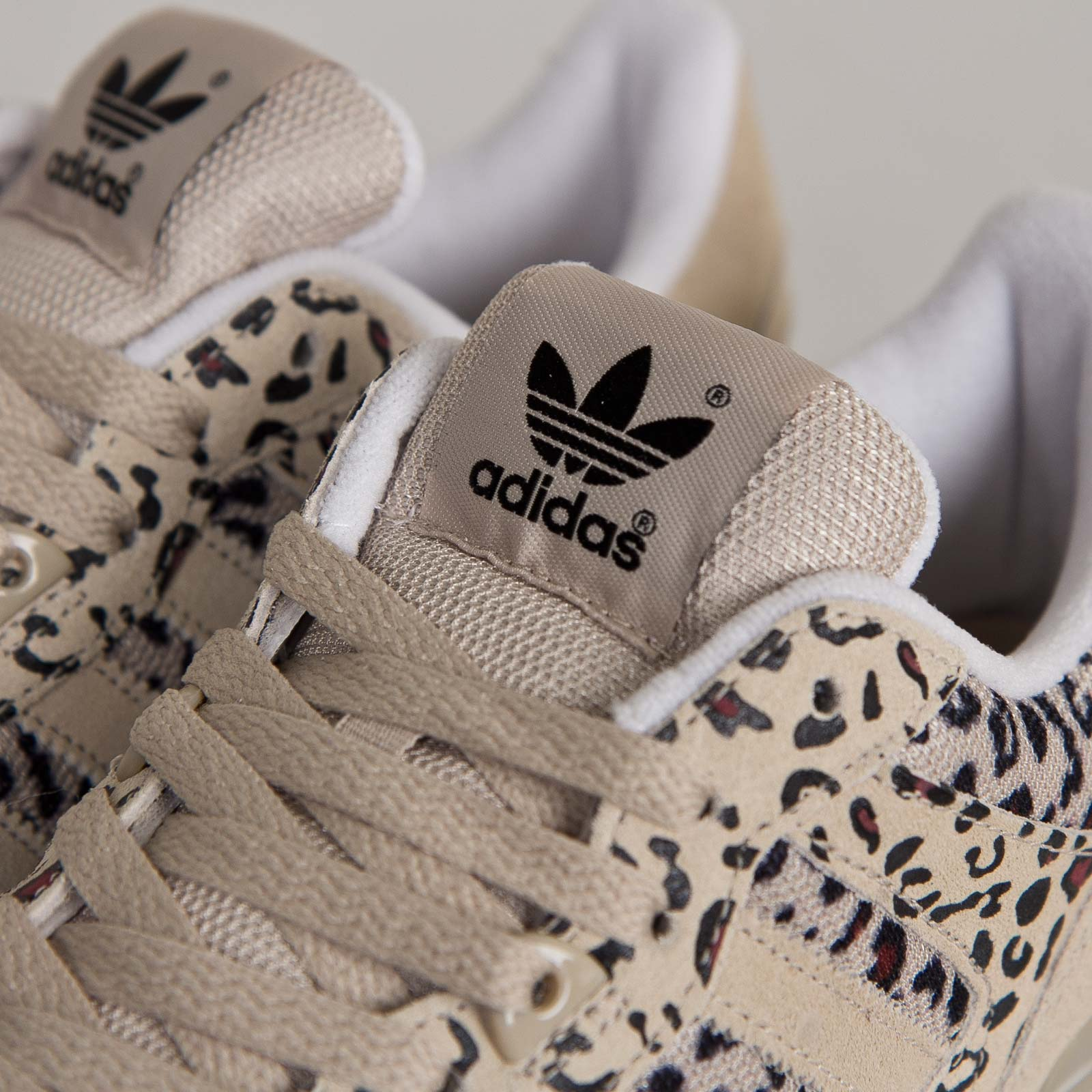 a3b2e305b adidas ZX 700 - B34330 - Sneakersnstuff