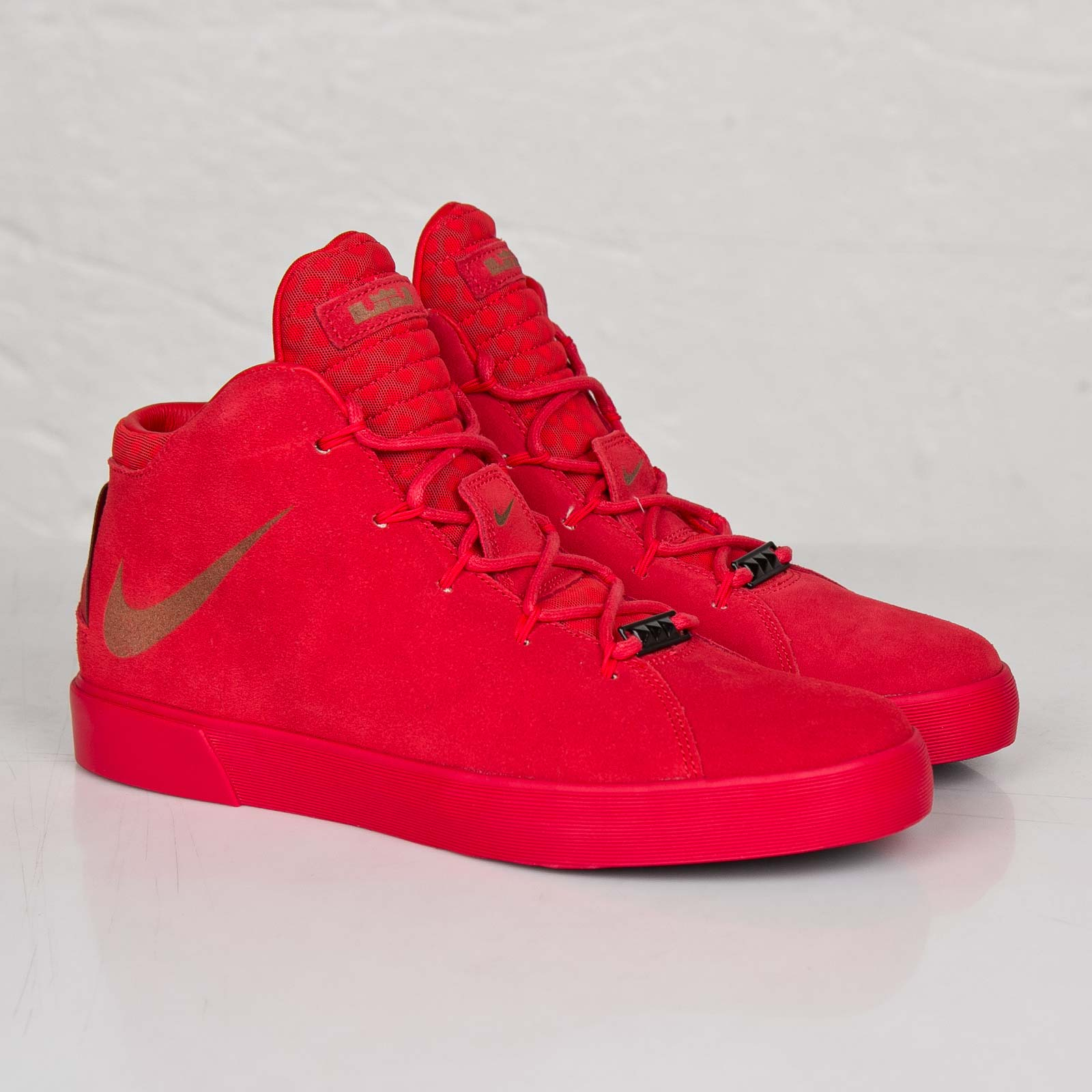 new concept d2cef df7a6 Nike Lebron XII NSW Lifestyle QS