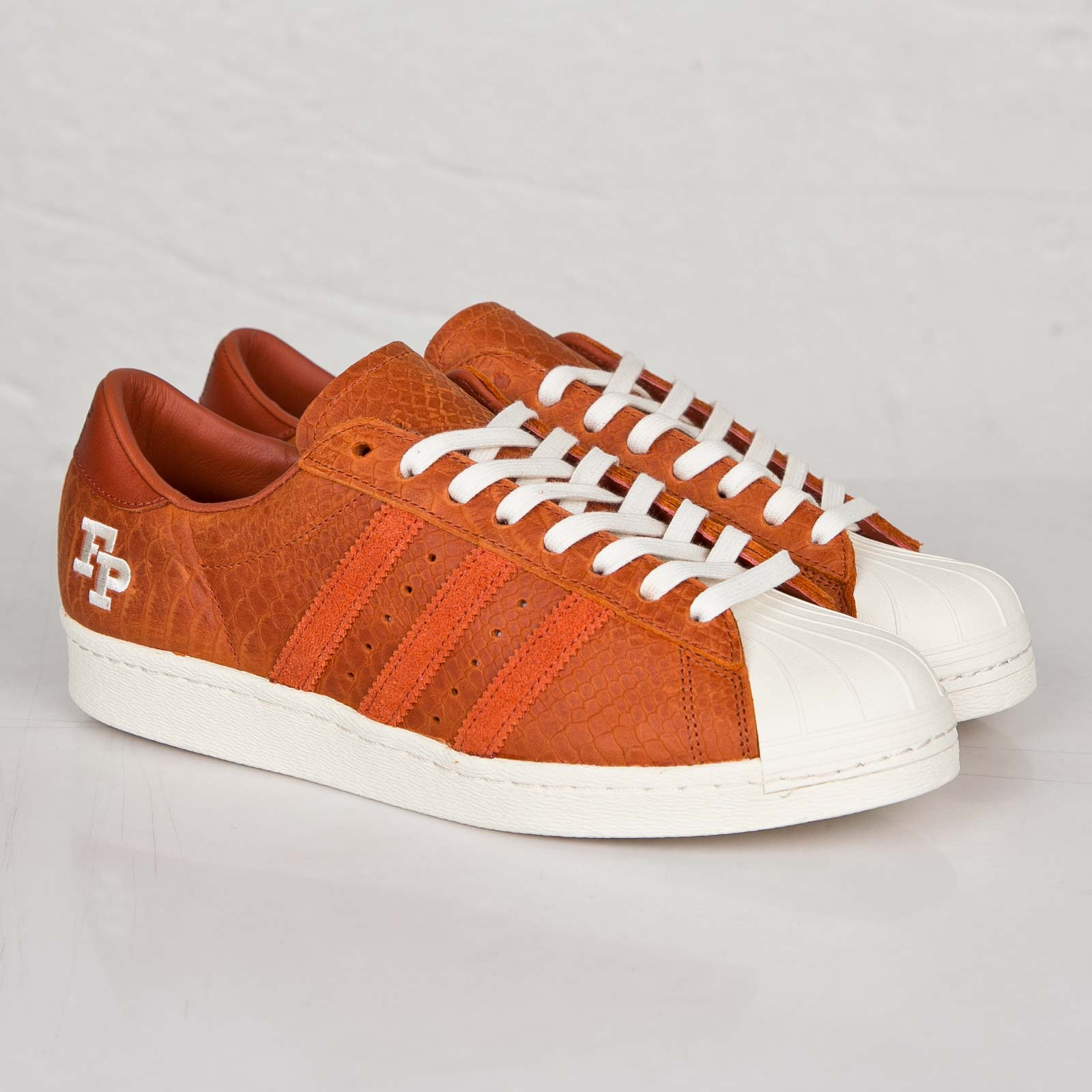 Zapatillas adidas superstar FP b34078 sneakersnstuff 80V