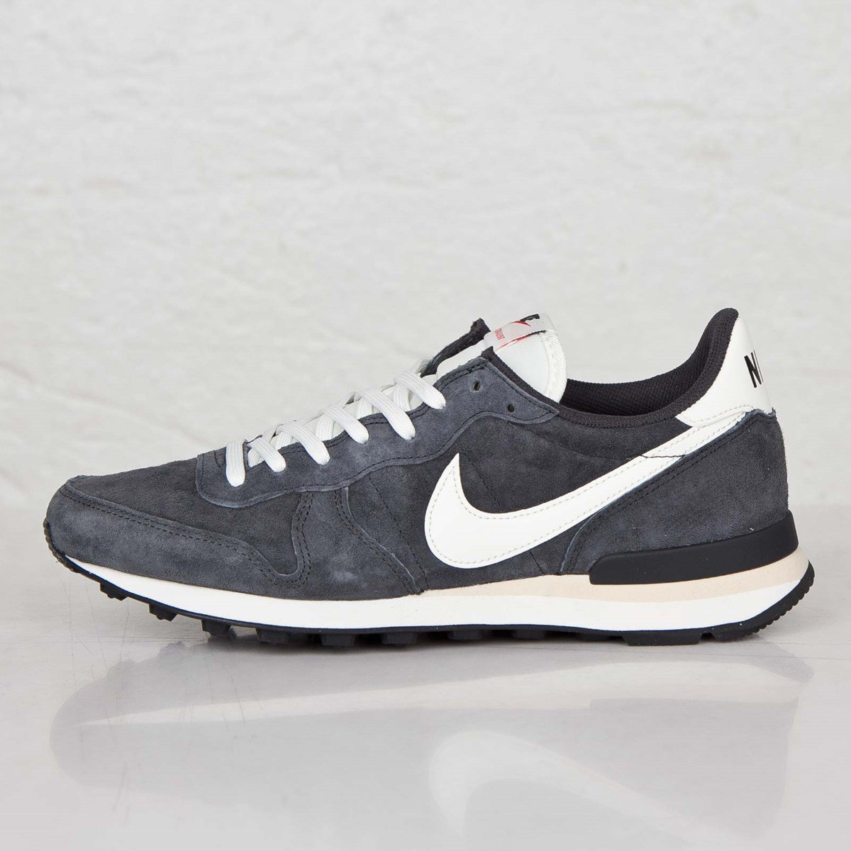 outlet store e5562 28c3f Nike Internationalist PGS Leather - 705017-001 - Sneakersnstuff   sneakers    streetwear online since 1999