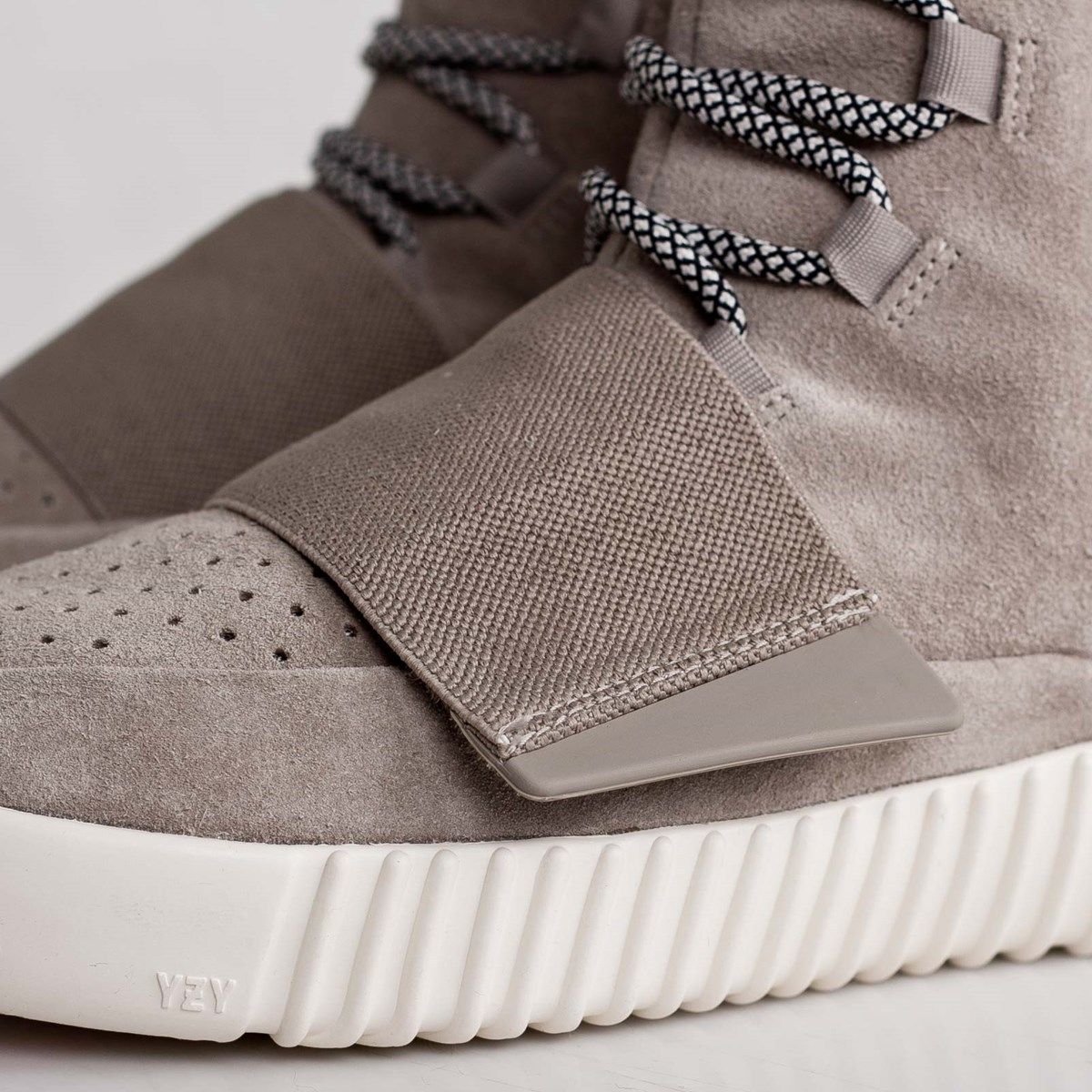 bdff685173b53 adidas Yeezy 750 Boost - B35309 - Sneakersnstuff