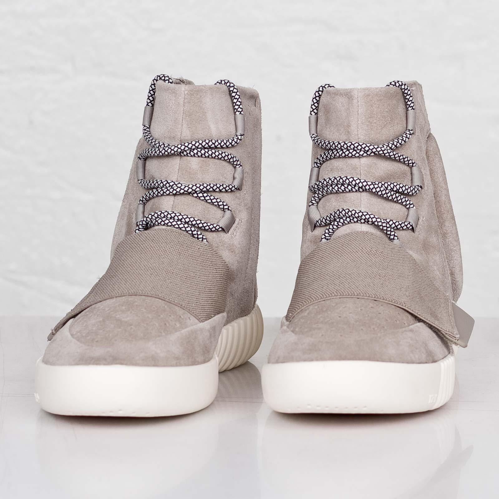 59b4c76259266d ... adidas Originals x Kanye West Yeezy 750 Boost ...