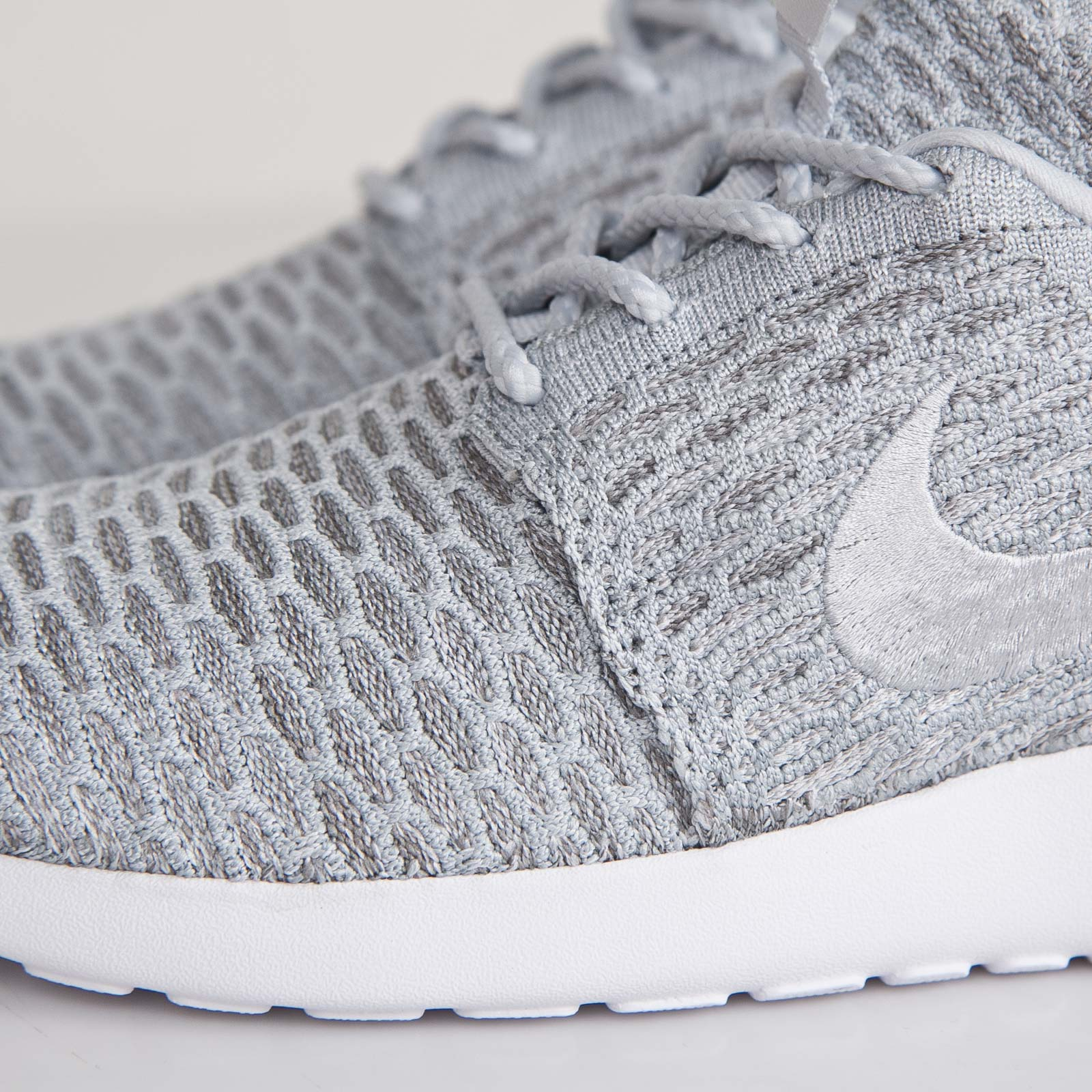 f32d208f94830 Nike Wmns Roshe Run Flyknit - 704927-002 - Sneakersnstuff