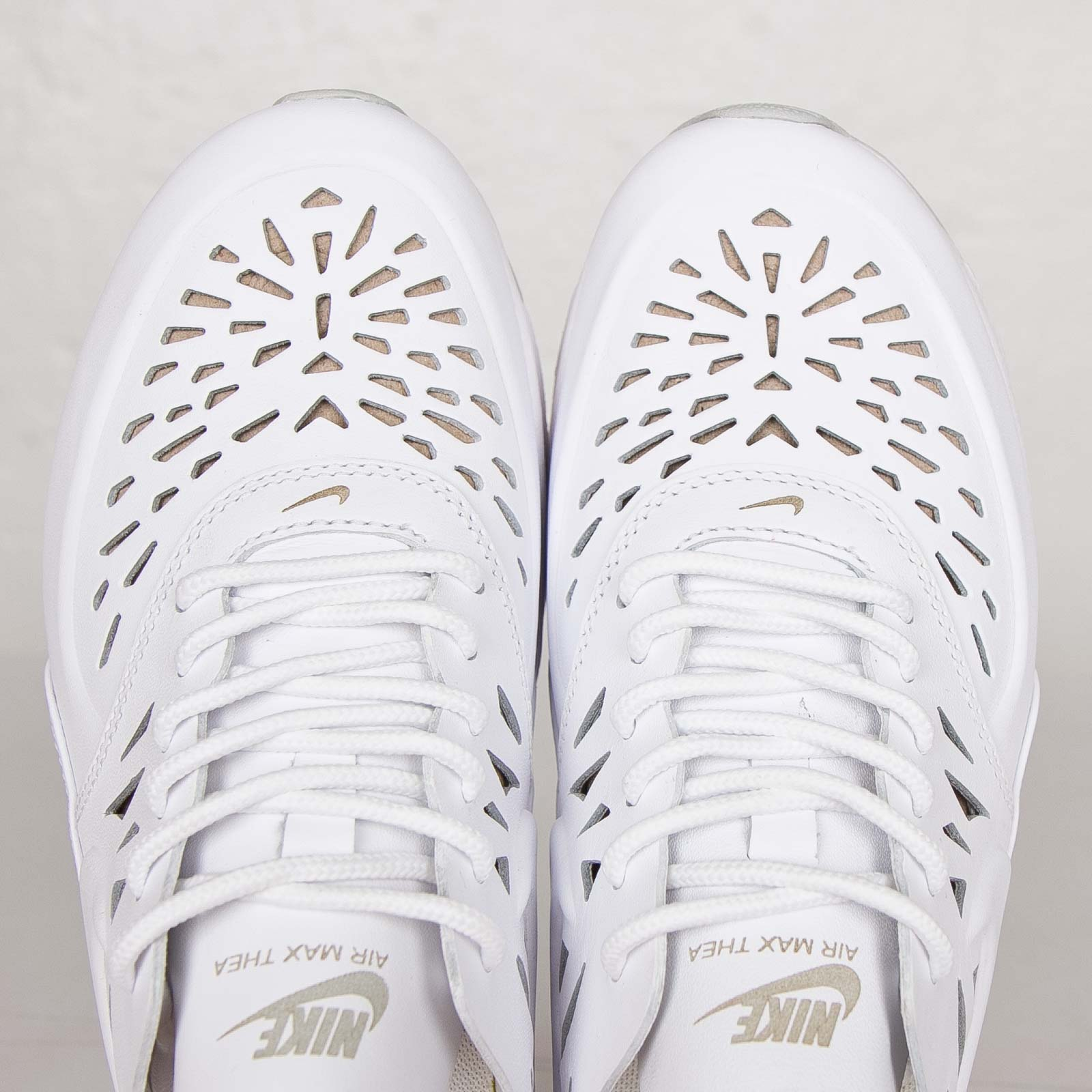 2b7d1fd829 real air max thea joli edition blanco 9479f 21430