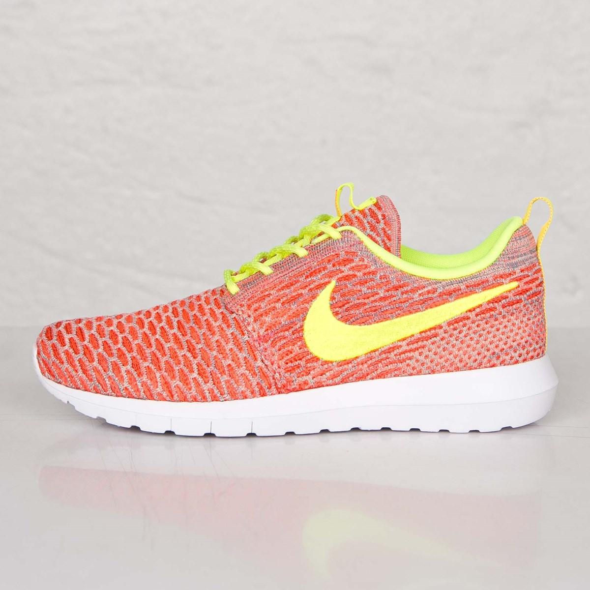 11c748d8f882 Nike Roshe NM Flyknit - 677243-800 - Sneakersnstuff