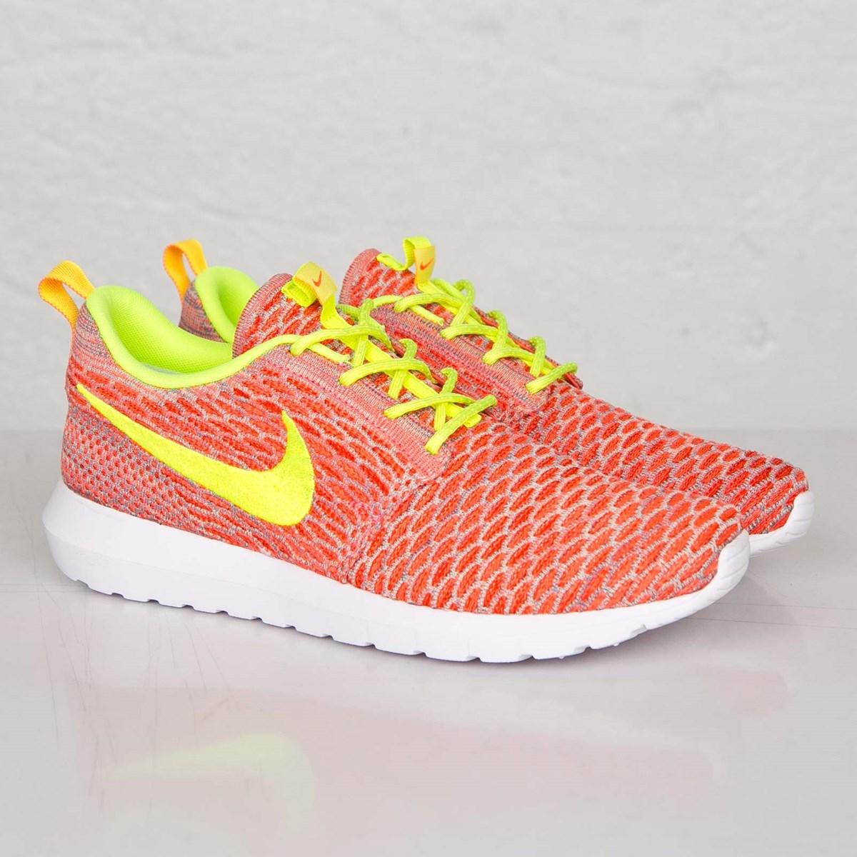 best sneakers 44f3c 00330 Nike Roshe NM Flyknit - 677243-800 - Sneakersnstuff   sneakers   streetwear  online since 1999