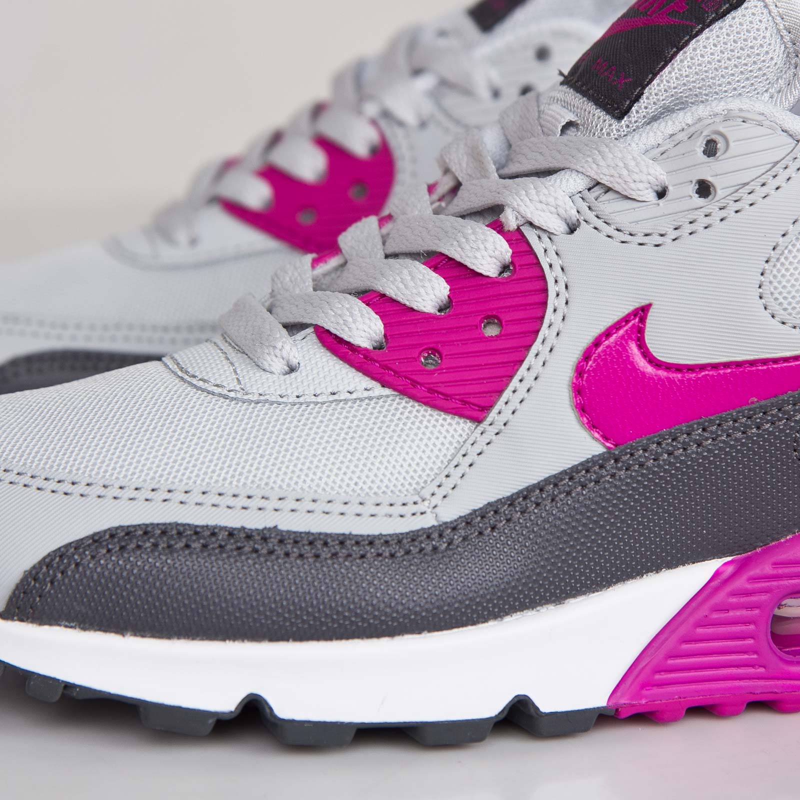 best authentic 07d78 19c24 Nike Wmns Air Max 90 Essential - 616730-013 - Sneakersnstuff   sneakers    streetwear online since 1999