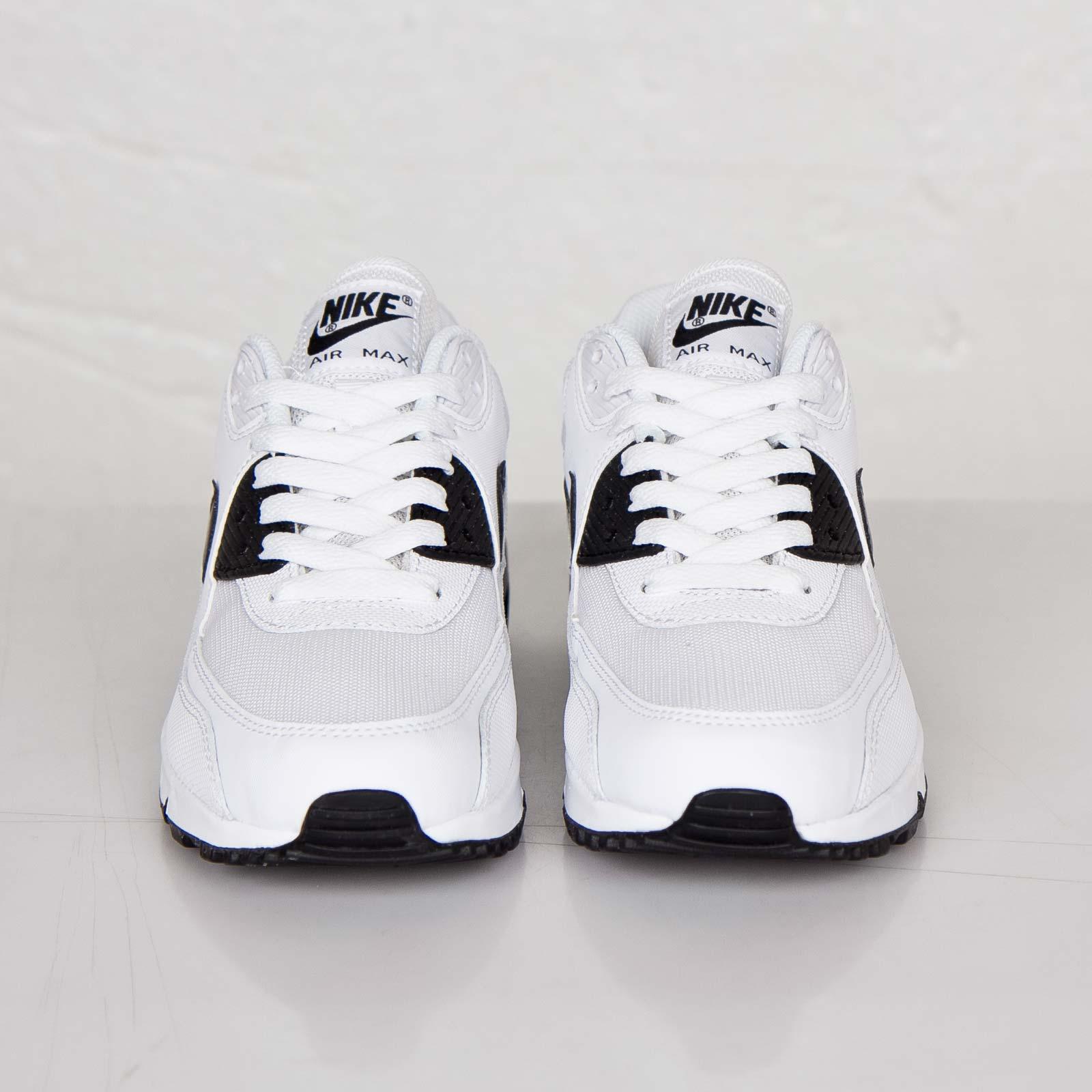 finest selection b0512 03108 Nike Wmns Air Max 90 Essential - 616730-110 - Sneakersnstuff   sneakers    streetwear på nätet sen 1999