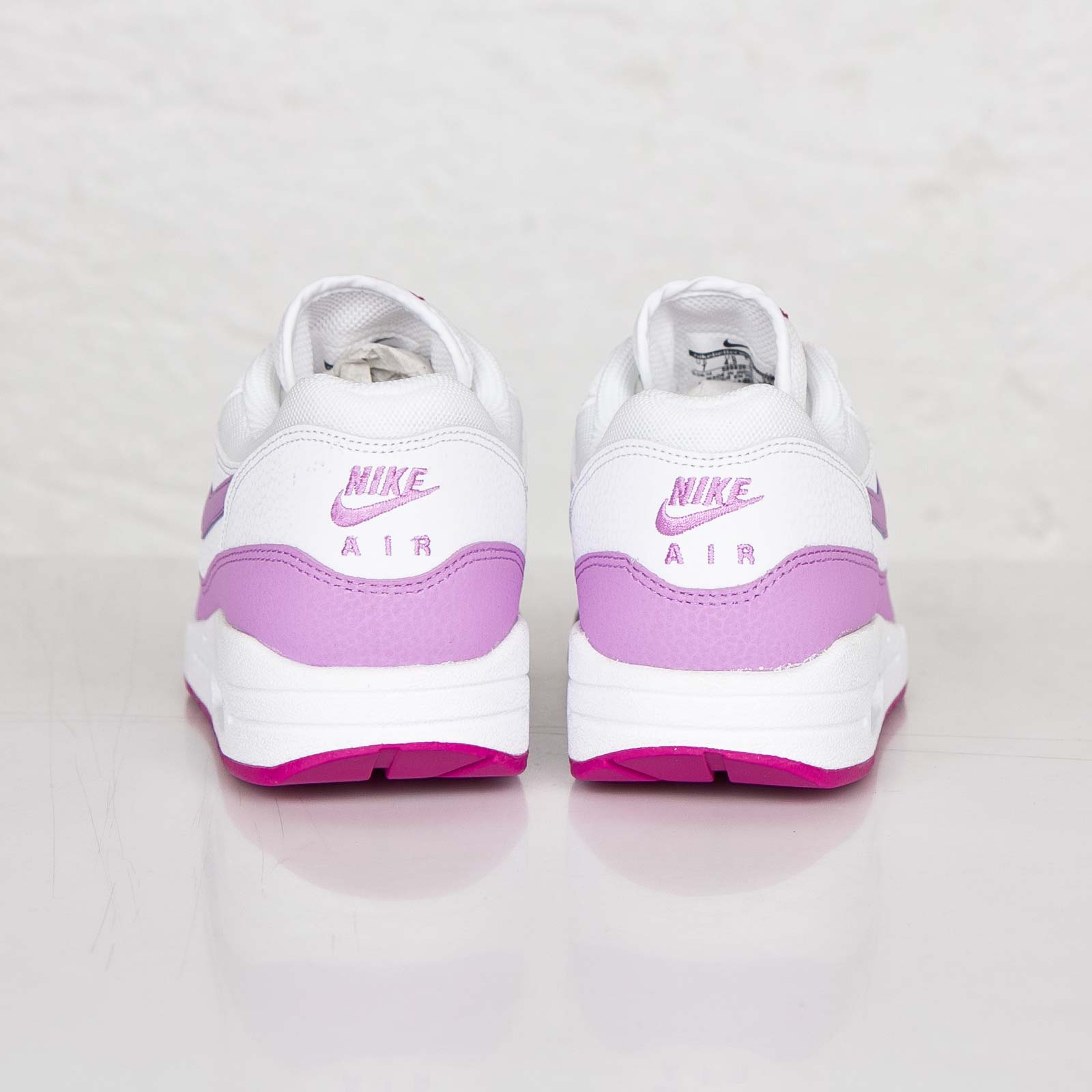 purchase cheap 18528 106ef Nike Wmns Air Max 1 Essential - 599820-116 - Sneakersnstuff   sneakers    streetwear online since 1999