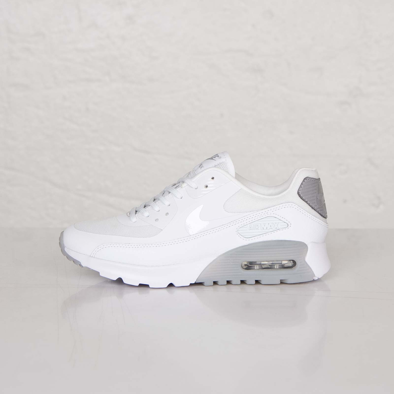new concept 61a3a d11e9 Nike W Air Max 90 Ultra Essentials - 724981-100 - Sneakersnstuff   sneakers    streetwear online since 1999