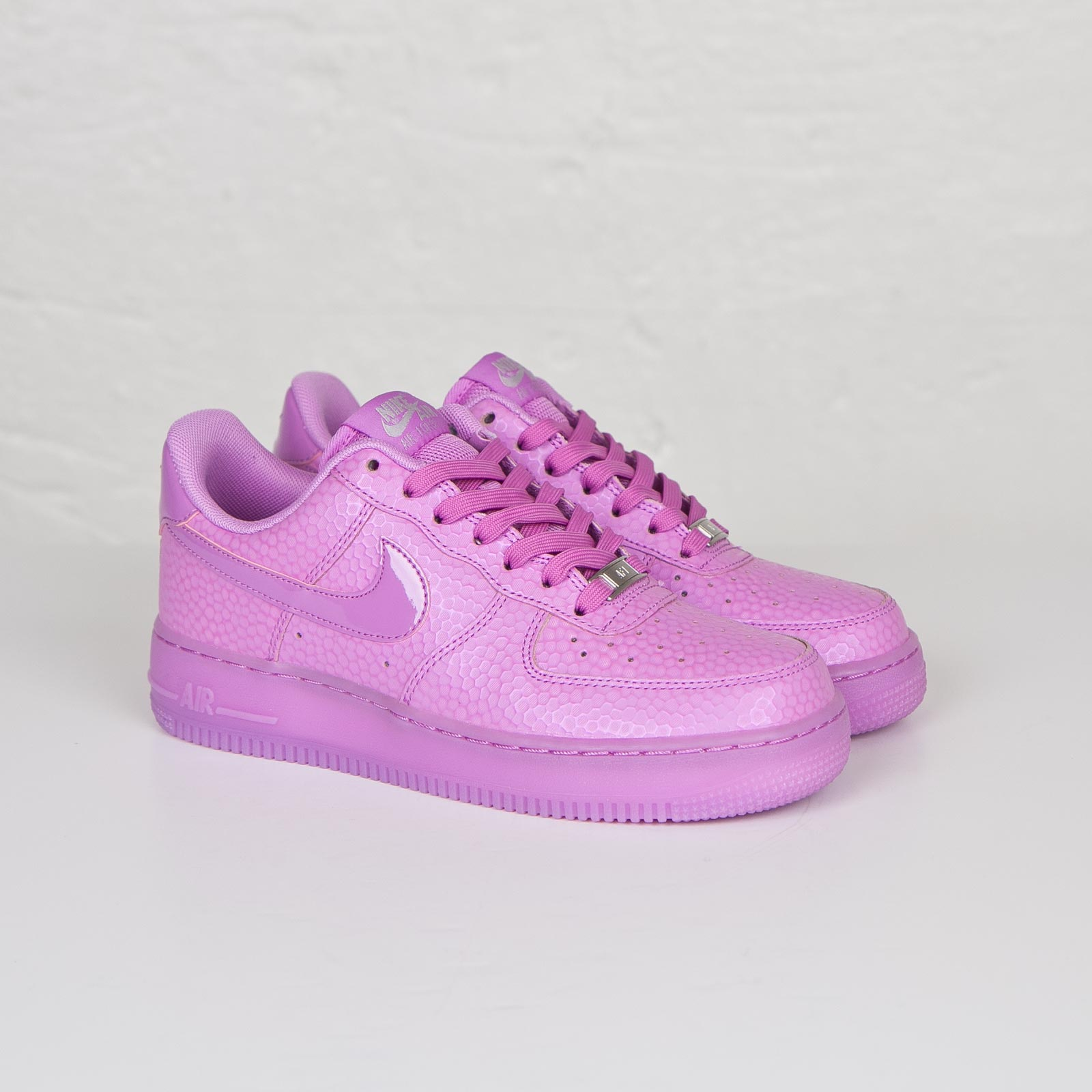 Nike Air Force 1'07 premium sneakers in mauve