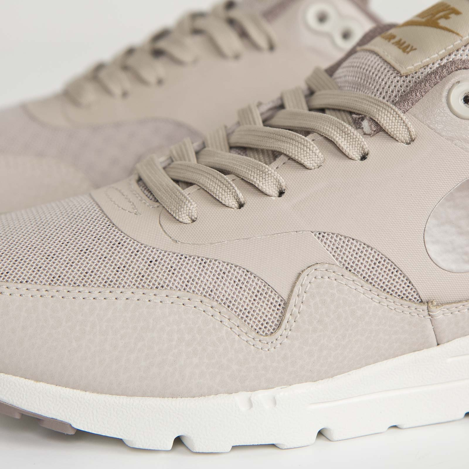 cheap for discount c9246 450d4 Nike Wmns Air Max 1 Ultra Essentials - 6. Close