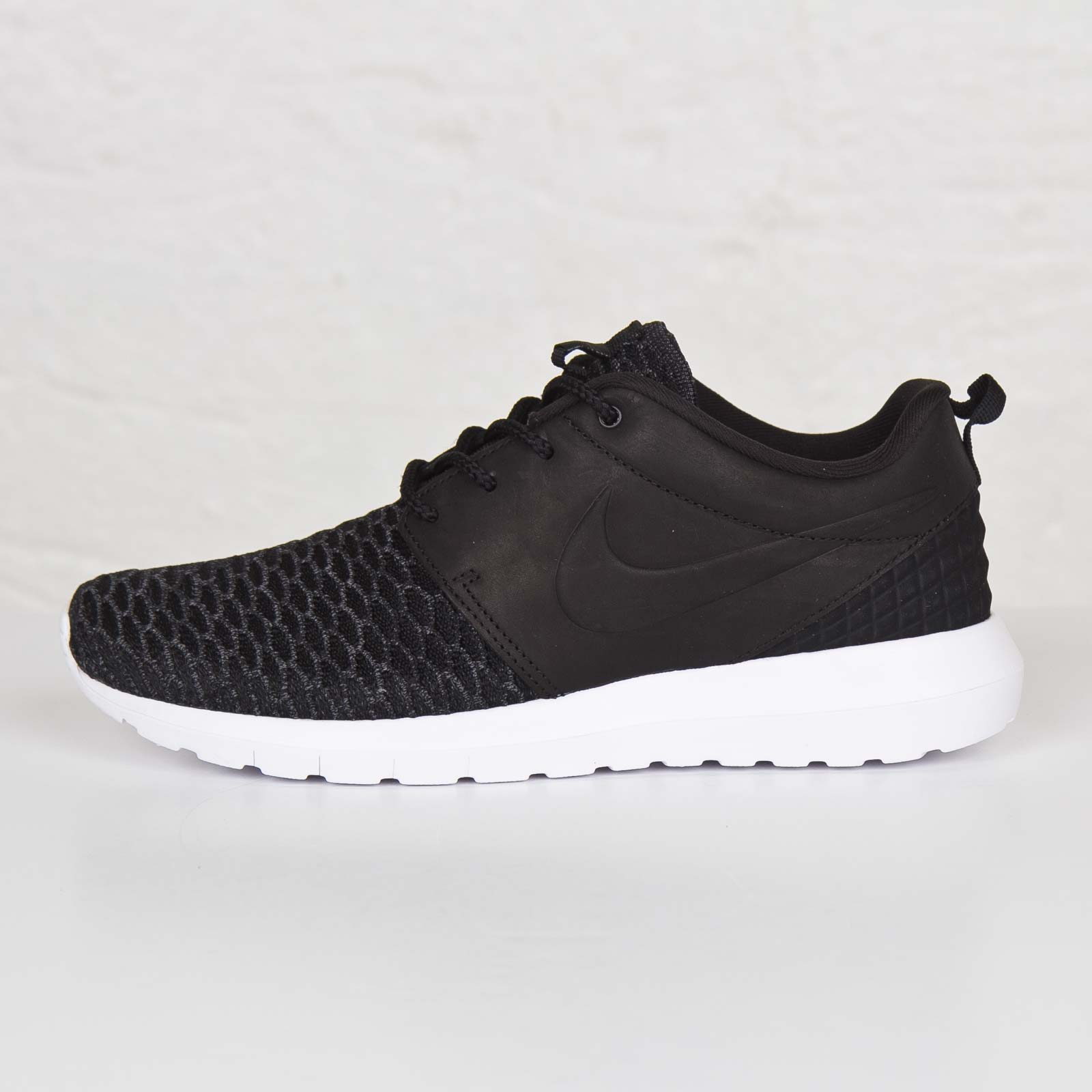 1e7f5cb82f19 Nike Roshe NM Flyknit Premium - 746825-001 - Sneakersnstuff ...