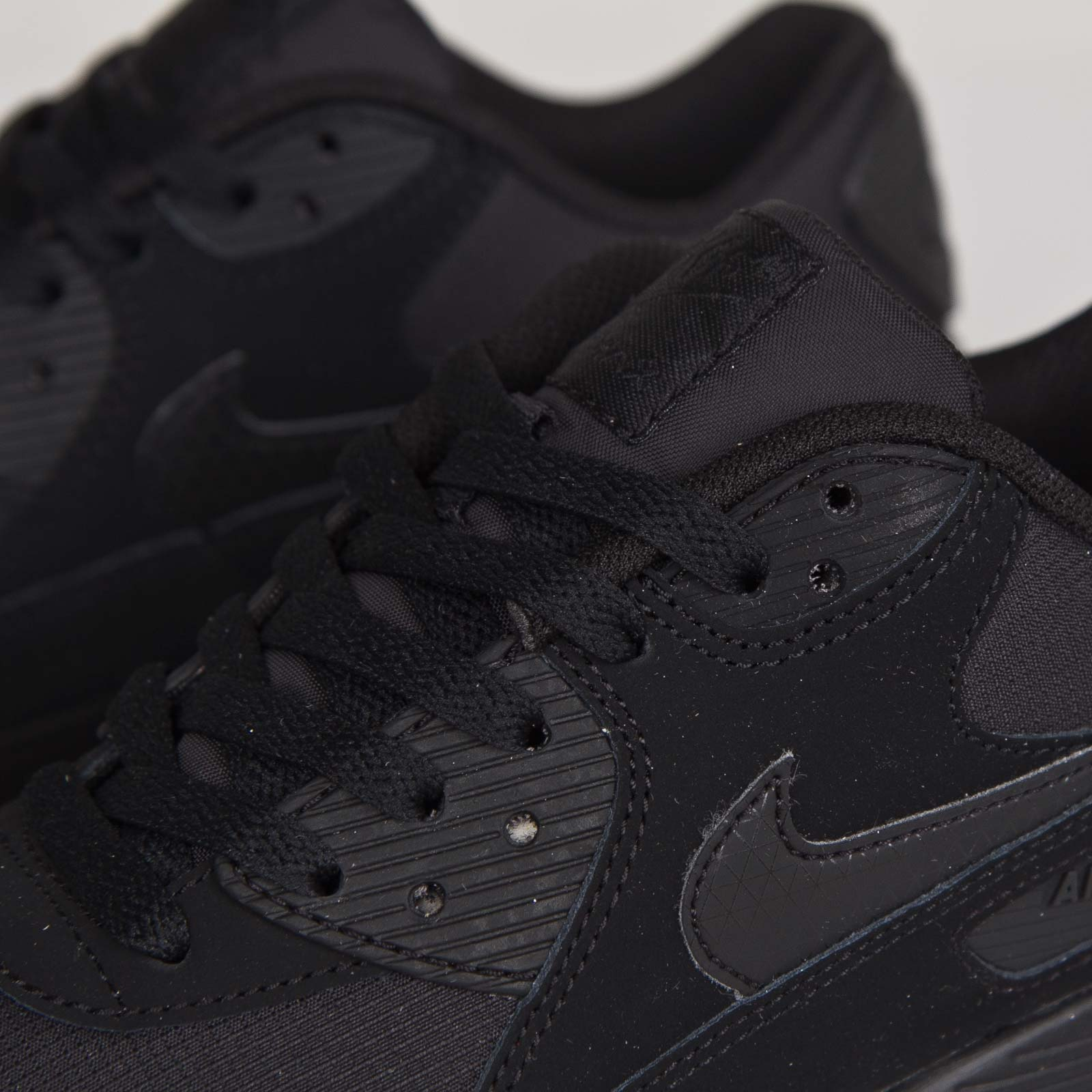 finest selection 9b734 e389a Nike Air Max 90 Essential - 537384-046 - Sneakersnstuff   sneakers   streetwear  online since 1999