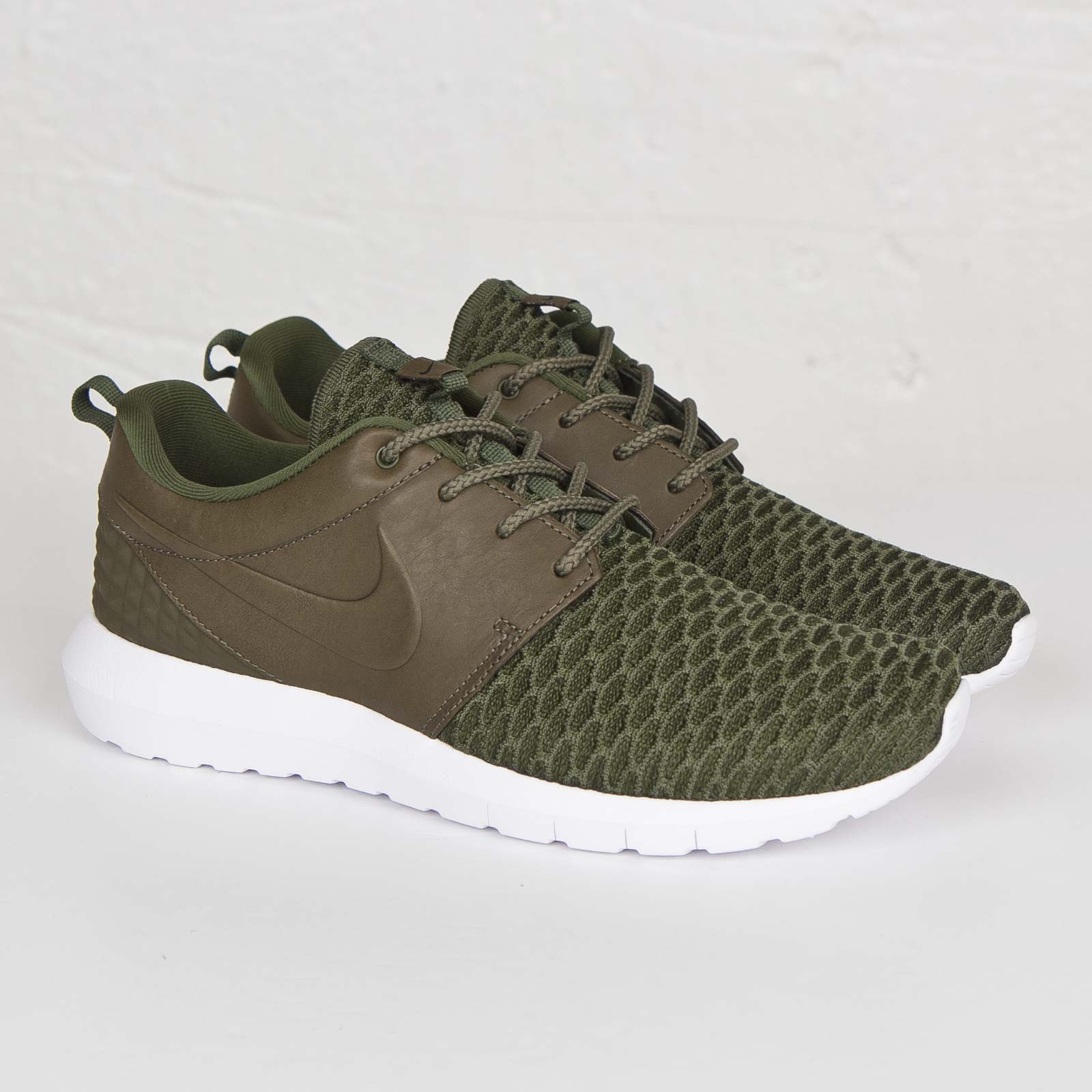 3cf3984a765bf Nike Roshe NM Flyknit Premium - 746825-300 - Sneakersnstuff ...