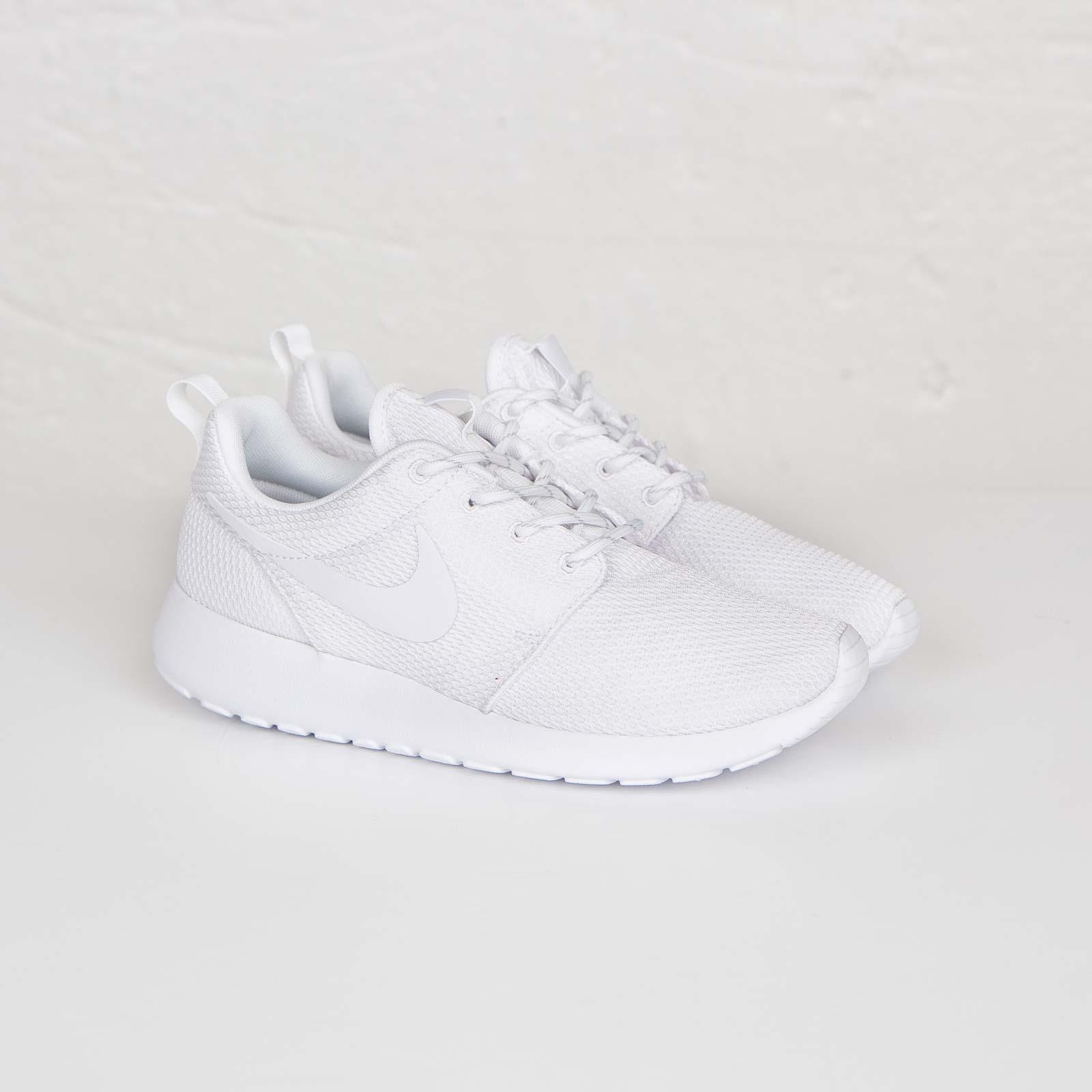 5eb7fe302ad7 Nike Wmns Roshe Run - 511882-111 - Sneakersnstuff