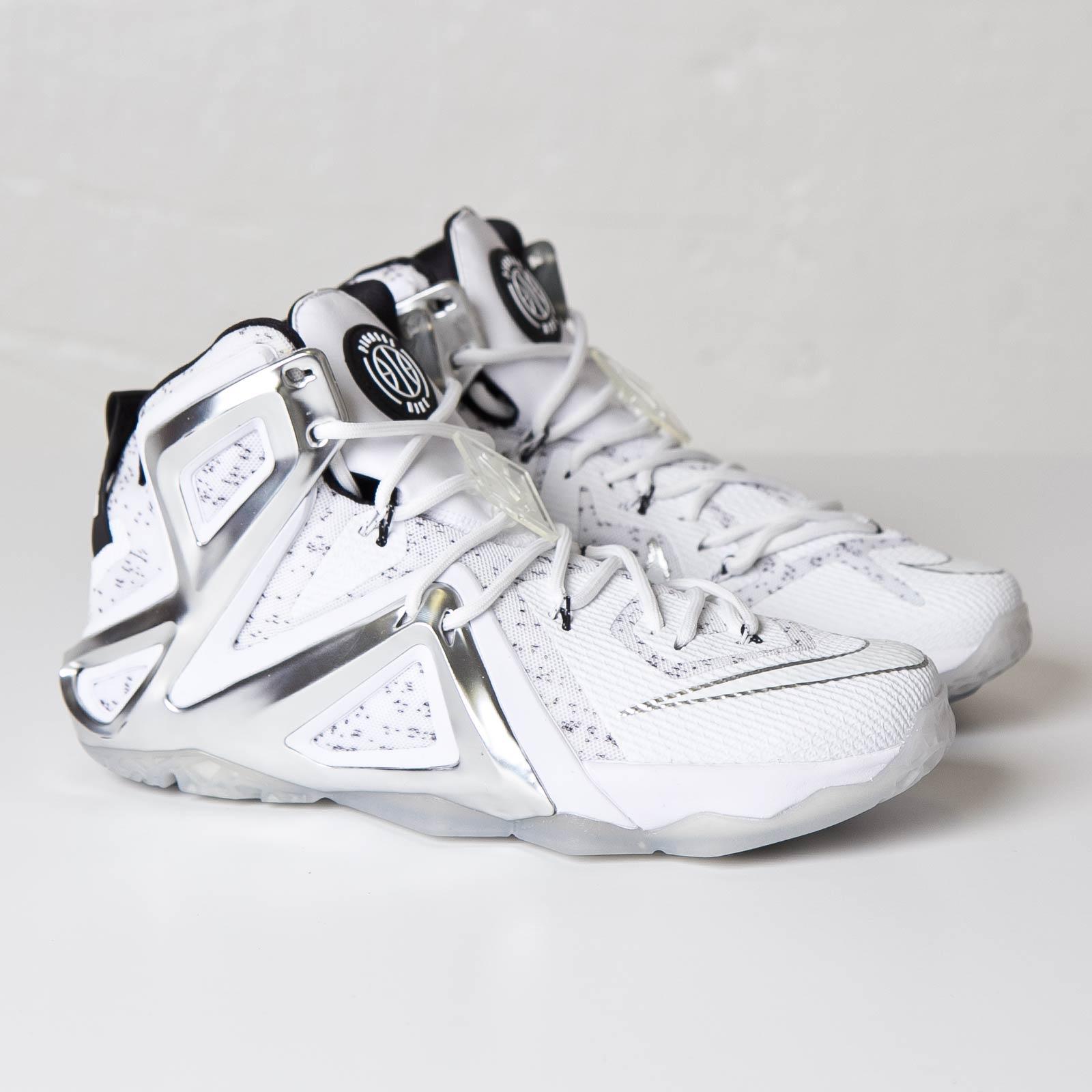 44ea4e0d4de ... Nike Lebron XII Elite SP Pigalle .