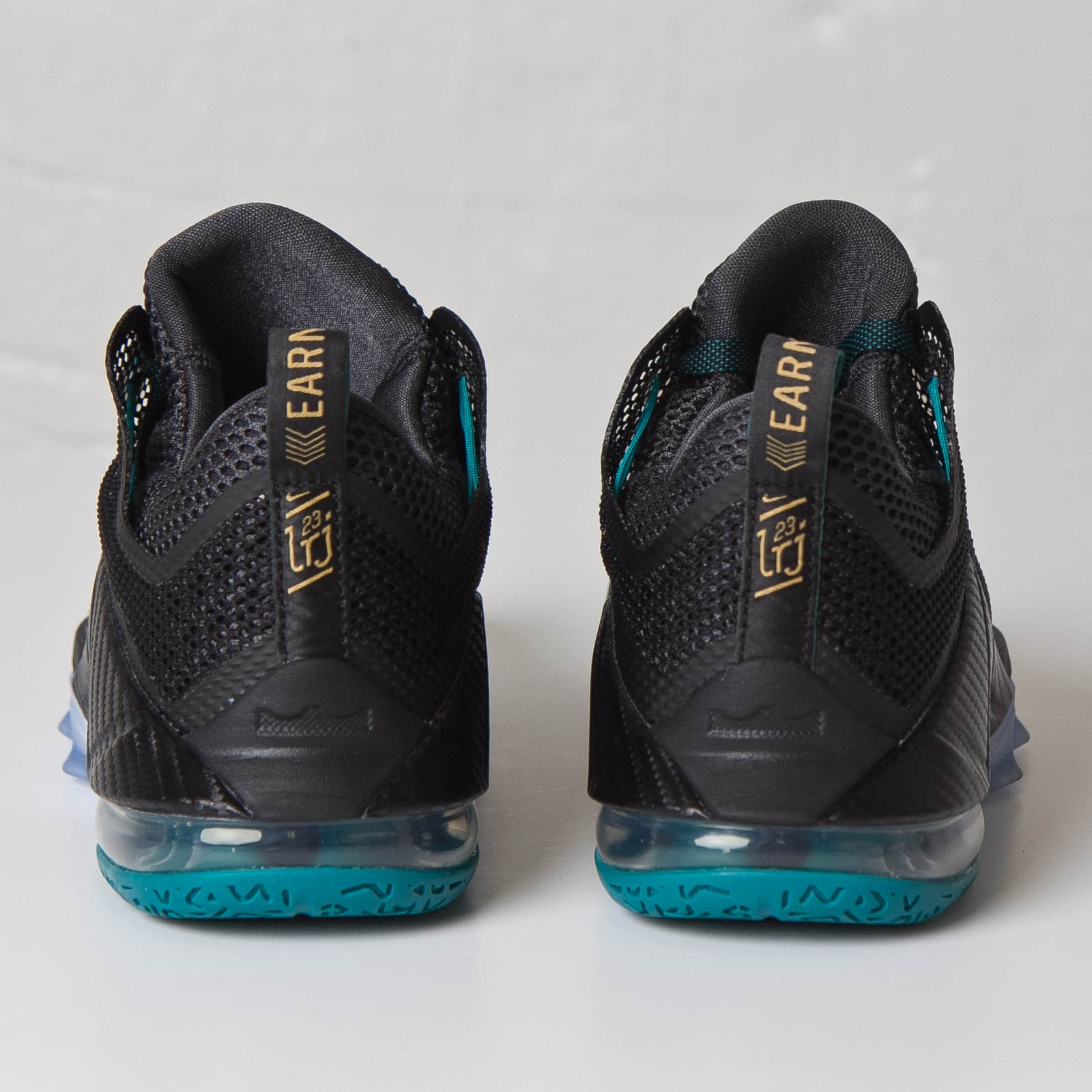 best sneakers 324ba 92bb0 Nike Lebron XII Low - 724557-070 - Sneakersnstuff   sneakers   streetwear  online since 1999