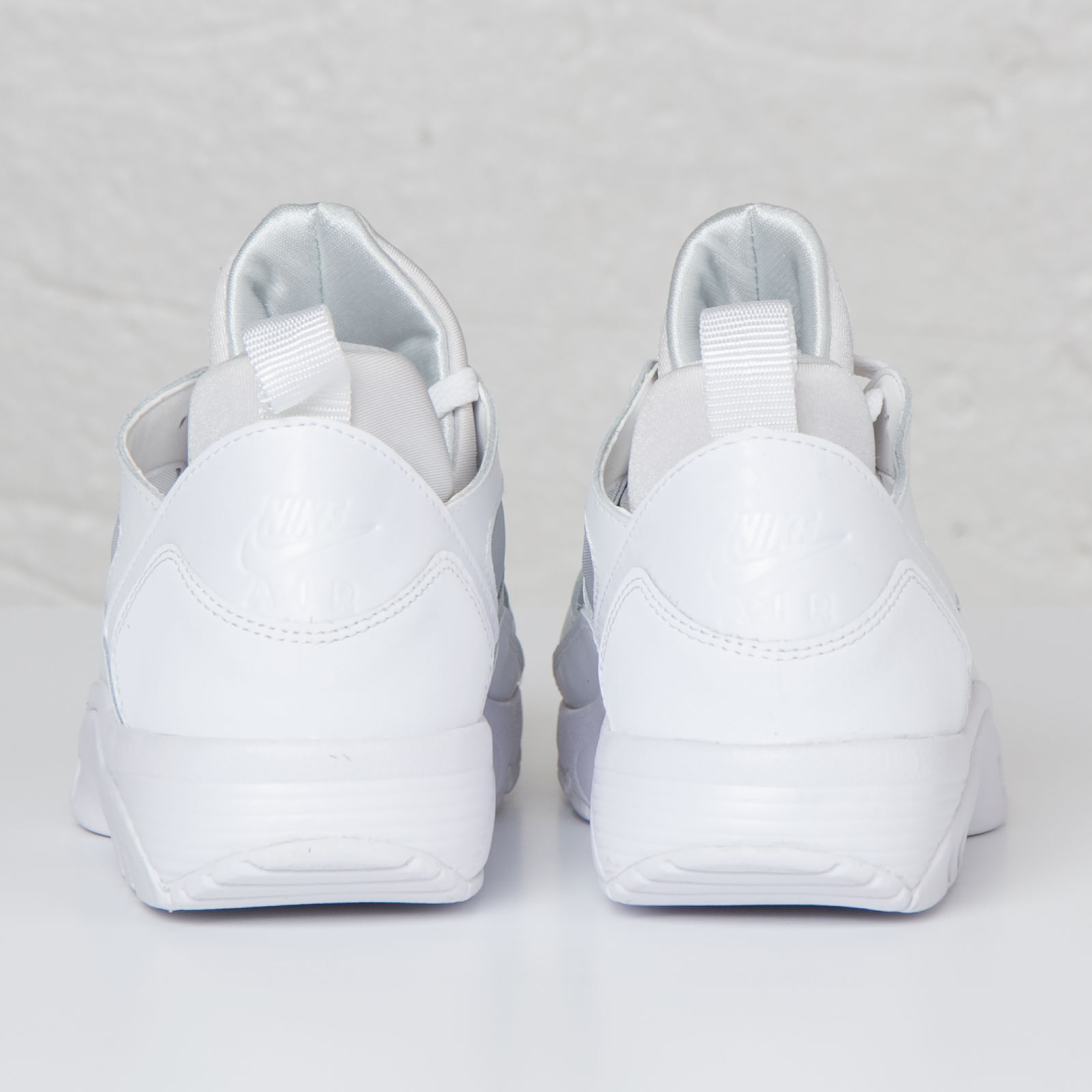 d89dea6e9640 Nike Air Trainer Huarache Low - 749447-100 - Sneakersnstuff ...