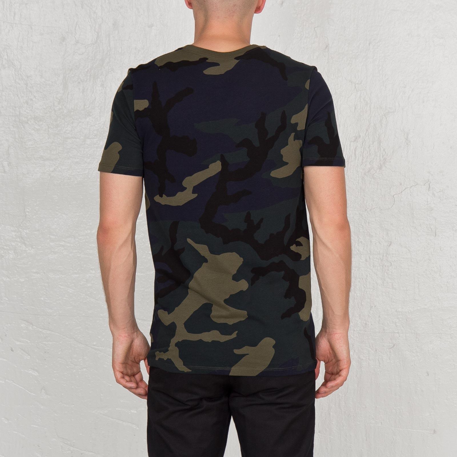 e88ffe46 Nike Tee Camo - Futura - 685391-325 - Sneakersnstuff | sneakers &  streetwear online since 1999