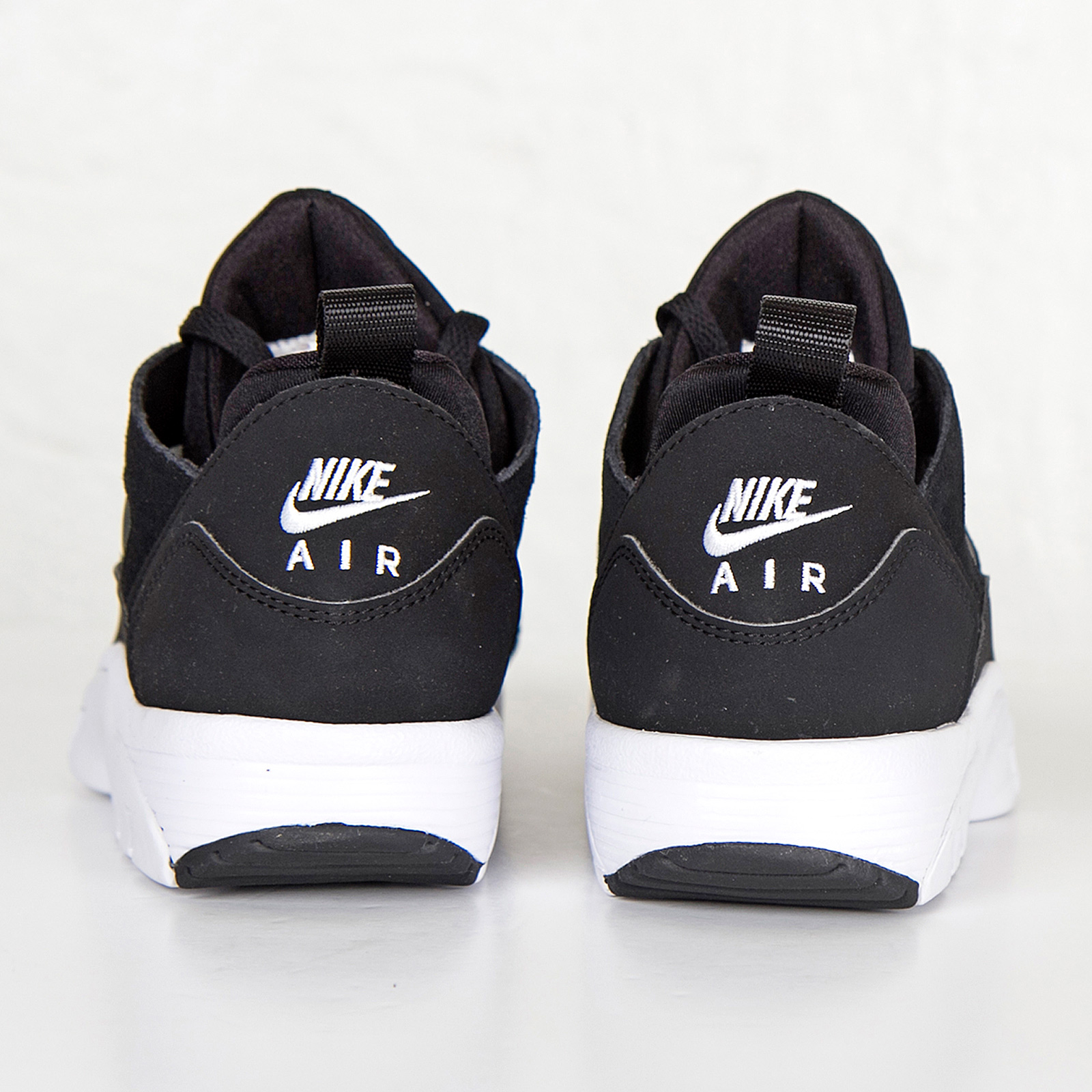 be18771ebb82d Nike Air Trainer Huarache Low - 749447-010 - Sneakersnstuff ...
