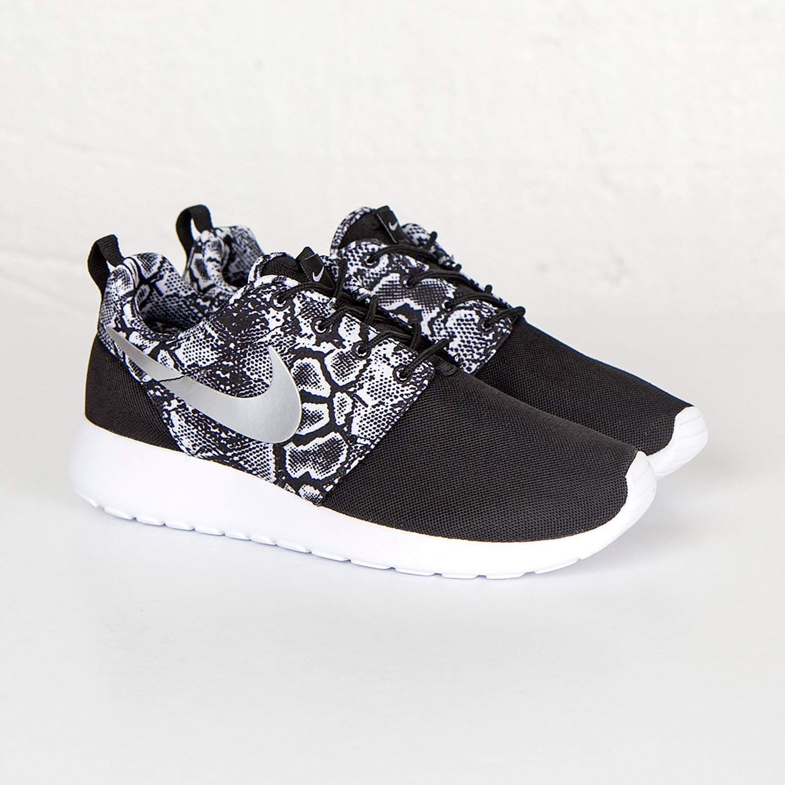 huge selection of 1f4ca c4b71 Nike Wmns Roshe One Print - 599432-003 - Sneakersnstuff ...