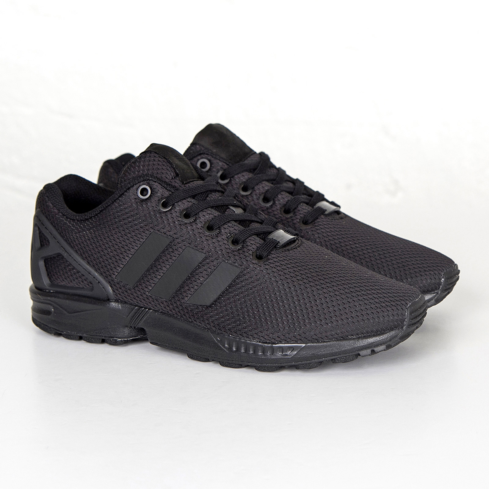 svarta adidas