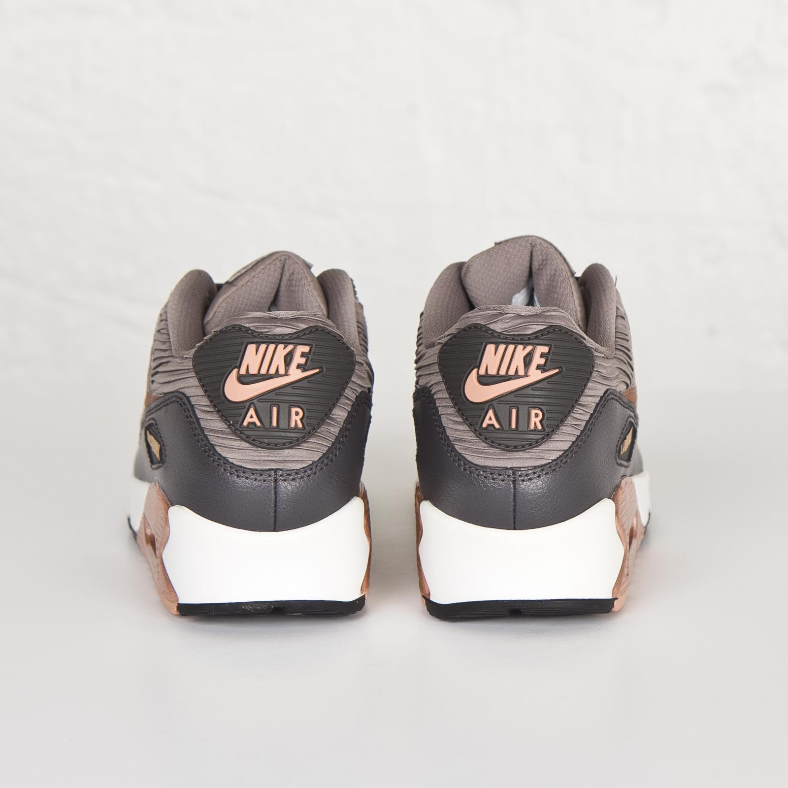 hot sale online a54d7 12b9e Nike Wmns Air Max 90 Leather - 768887-201 - Sneakersnstuff   sneakers    streetwear online since 1999