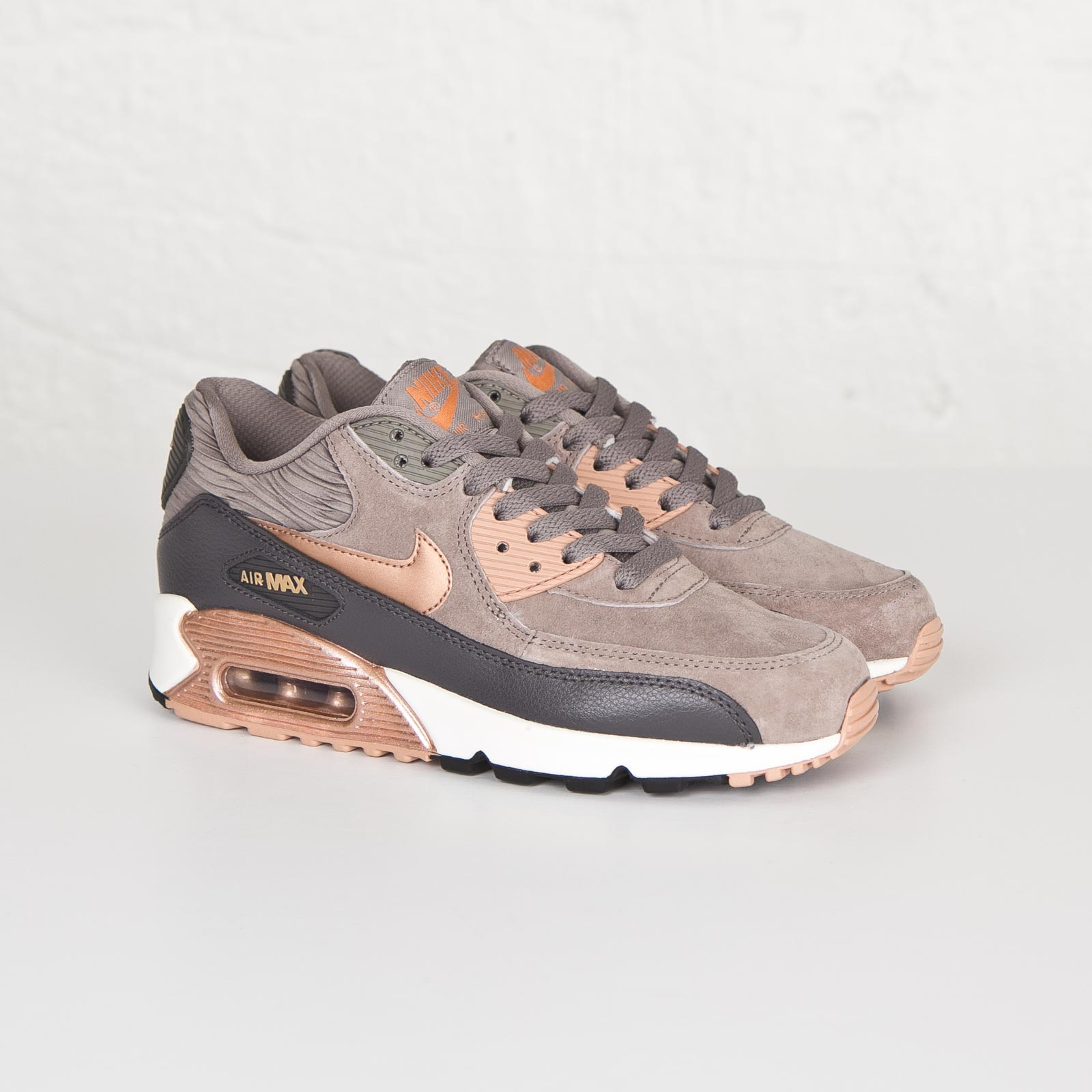 detailed pictures cd4ca 318f7 Nike Wmns Air Max 90 Leather