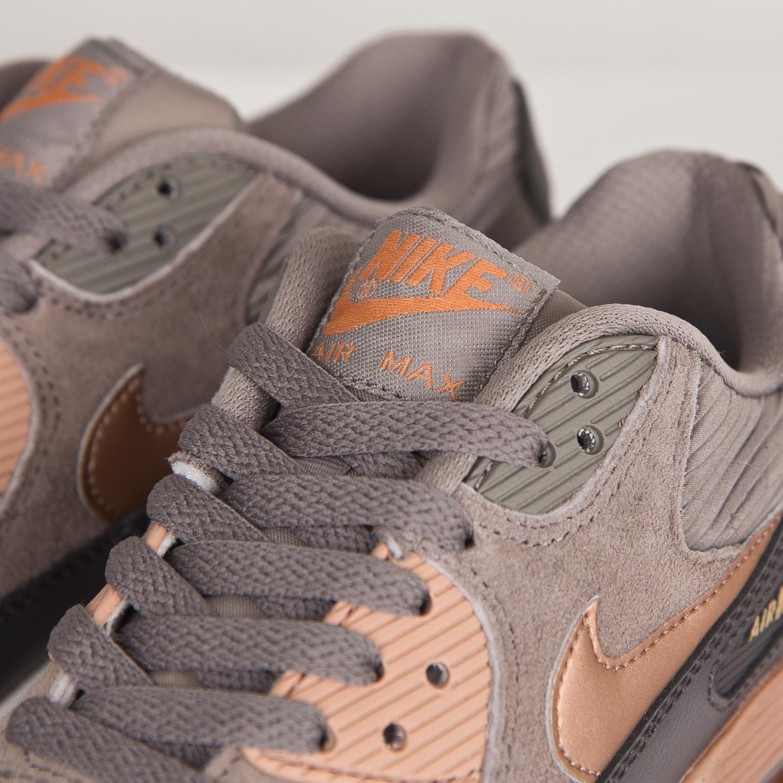 e746e003ec60 Nike Wmns Air Max 90 Leather - 768887-201 - Sneakersnstuff ...