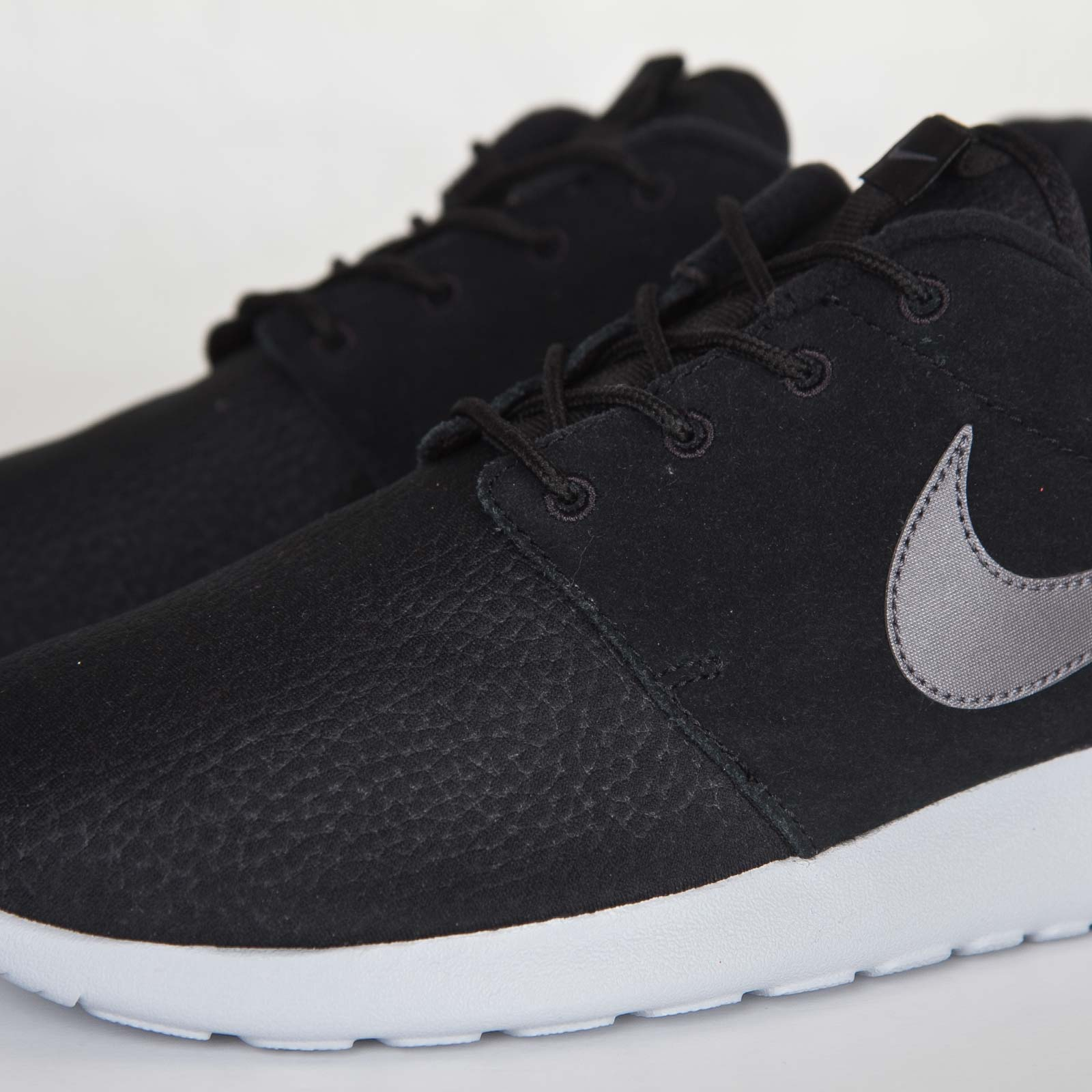 the latest 99ff1 f59b1 Nike Roshe One Suede - 5. Close