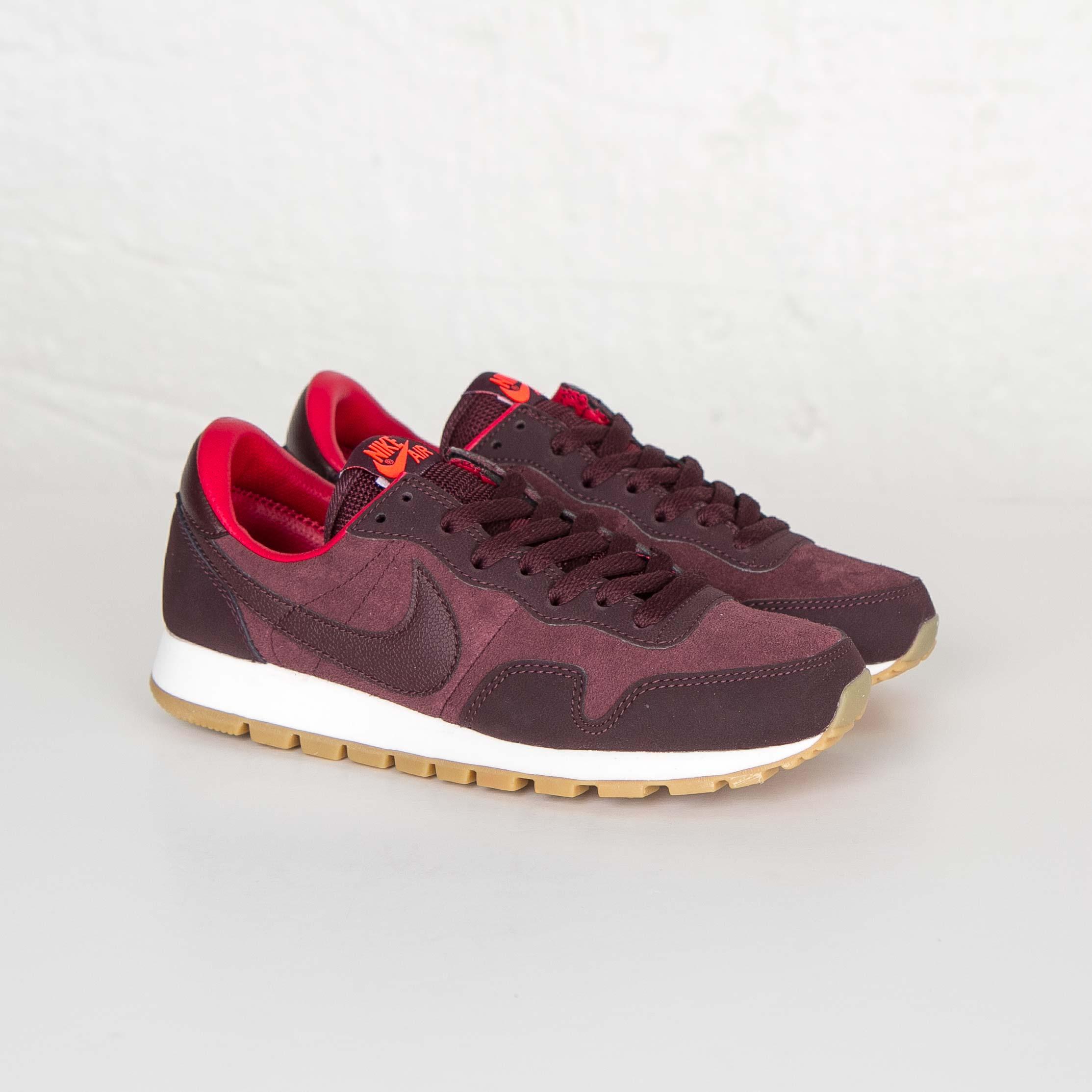 Nike Wmns Air Pegasus 83 Leather 749666 601