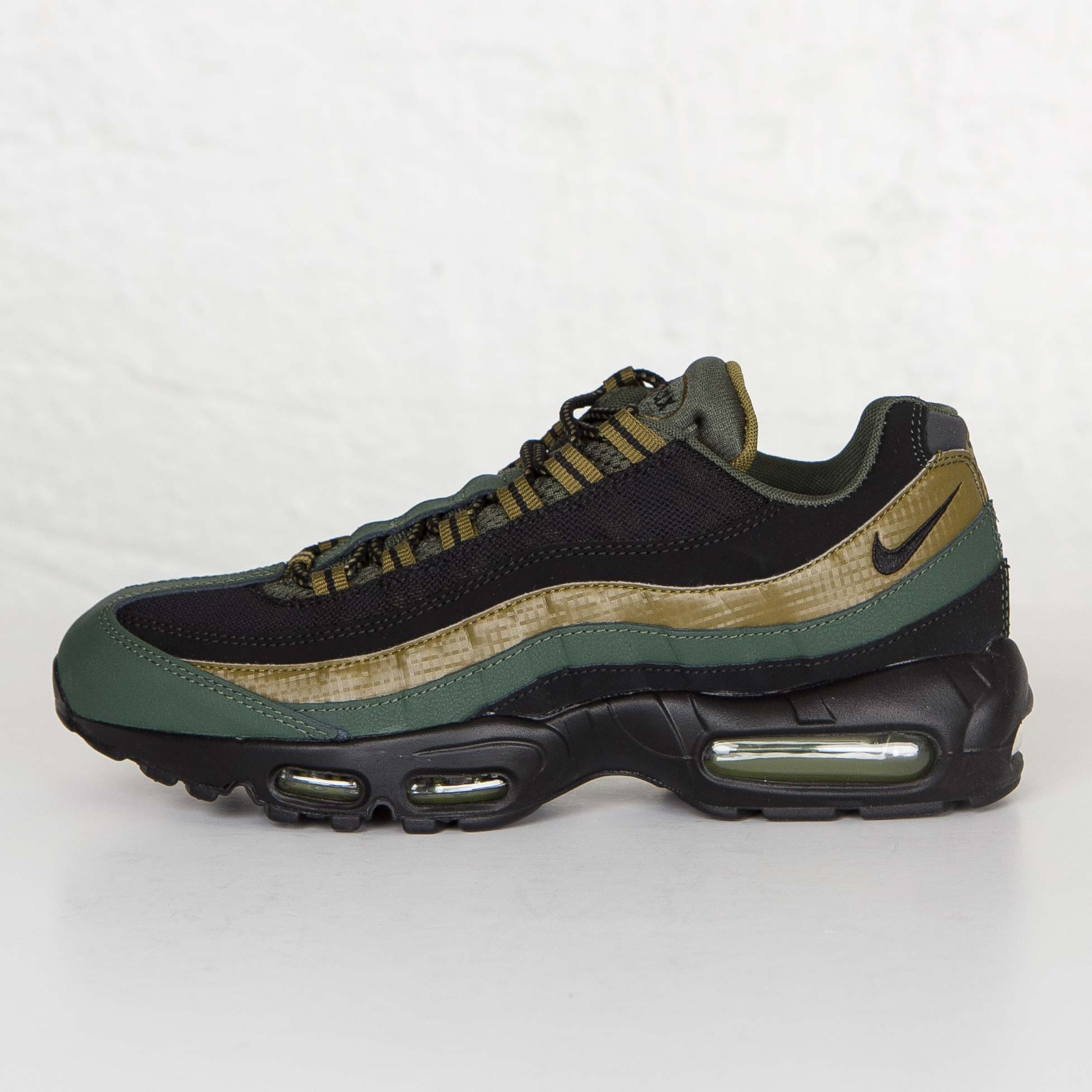 0951dee3cd4 Nike Air Max 95 Essential - 749766-300 - Sneakersnstuff | sneakers ...