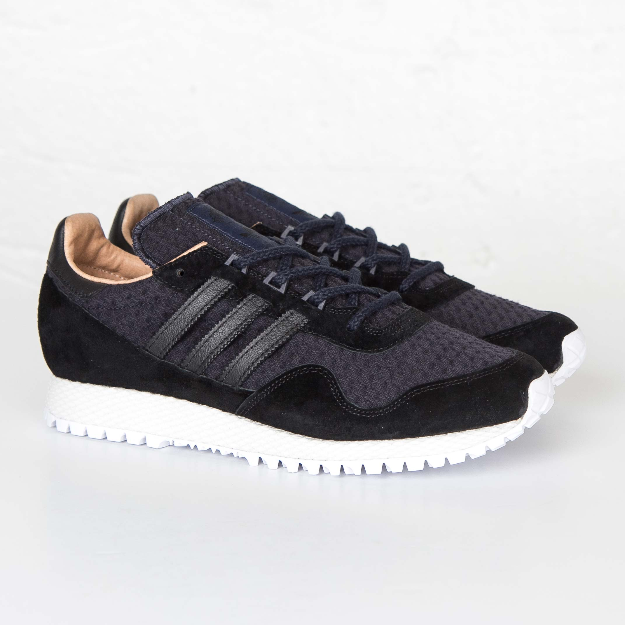 outlet store 867a7 6e057 adidas New York x AKOG - Af5805 - Sneakersnstuff   sneakers ...